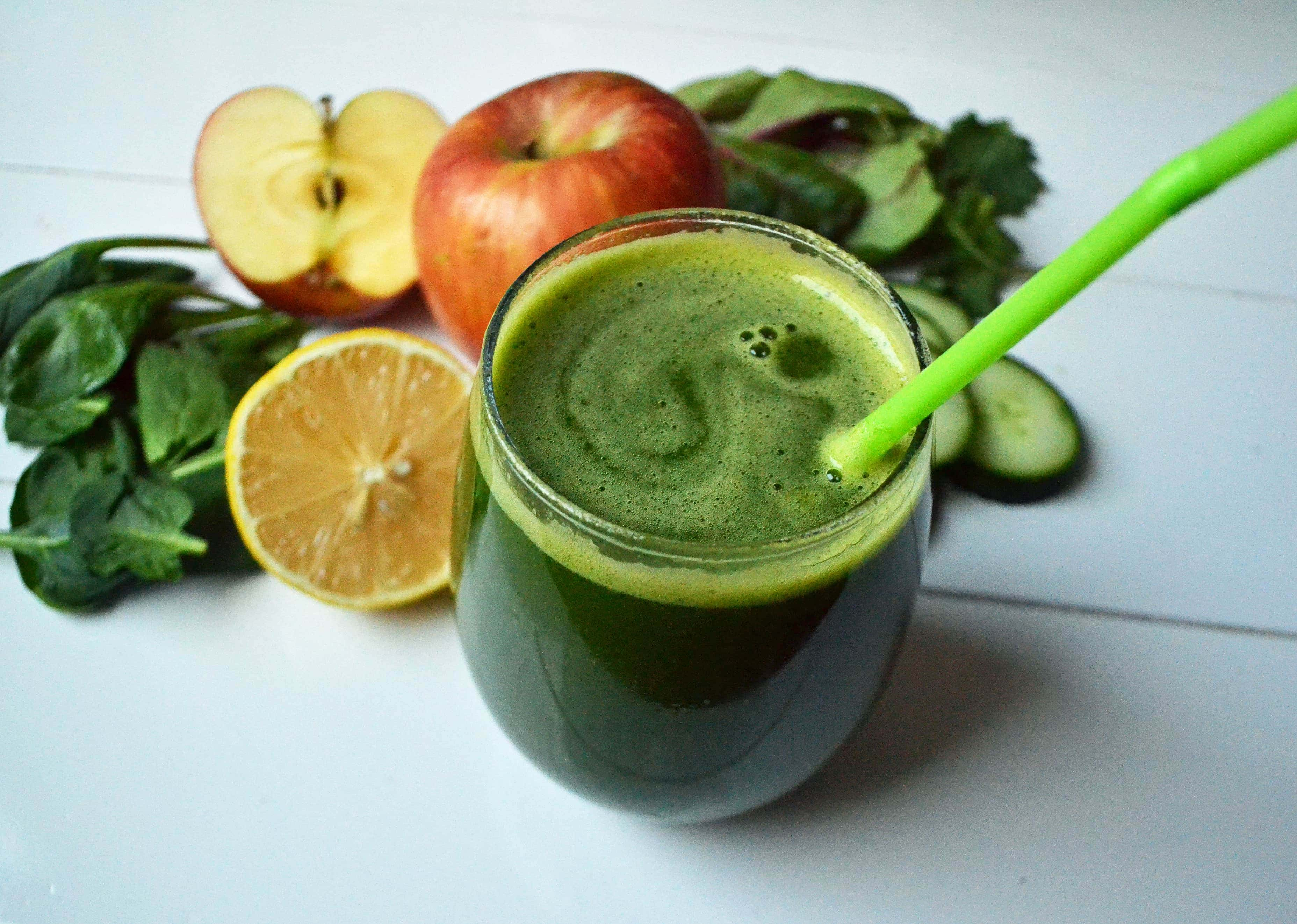Youthful Glow Green Smoothie by Modern Honey - www.modernhoney.com