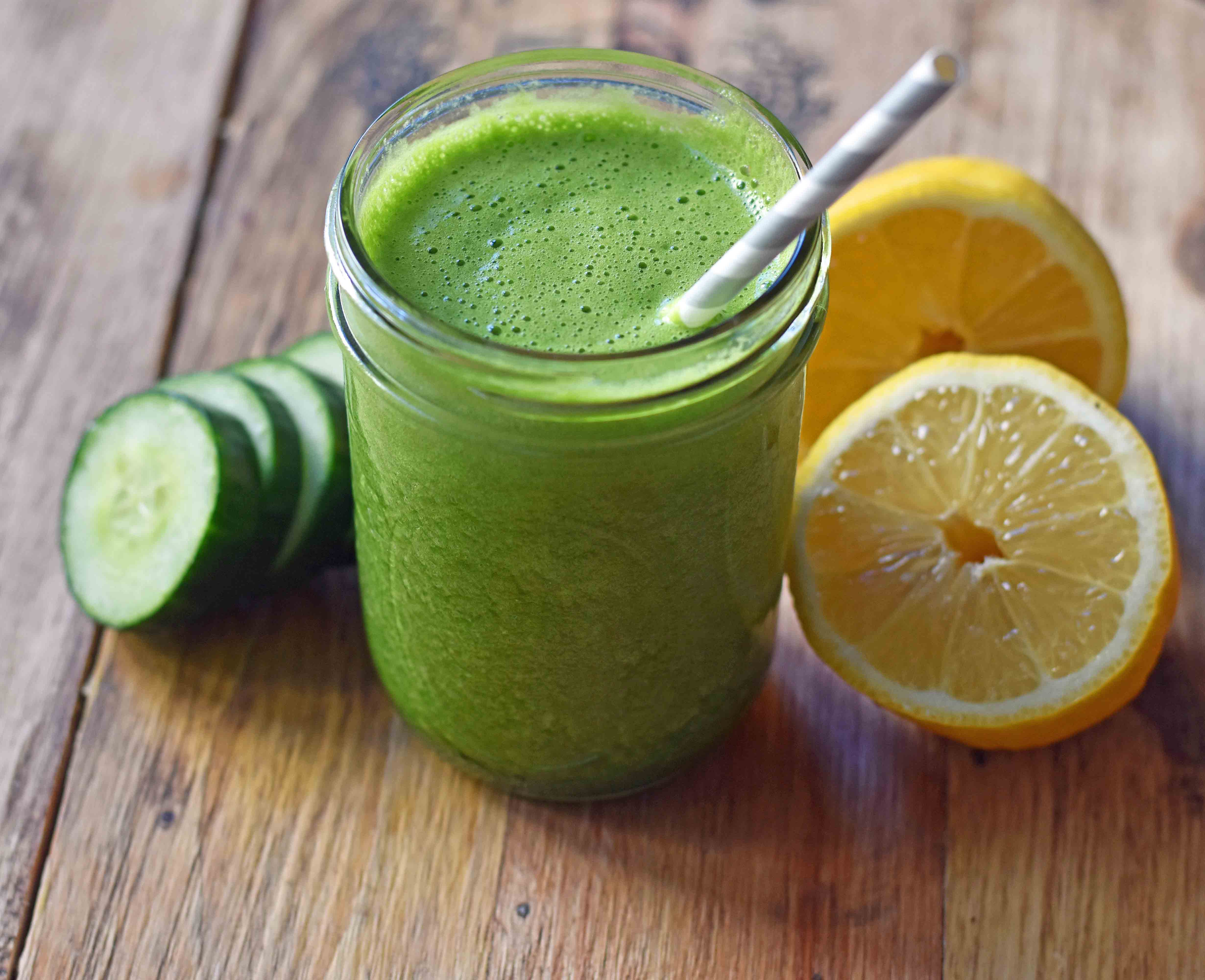 Youthful Glow Green Smoothie. Healthy light and fresh smoothie with greens. Spinach, lemon juice, cucumber, ginger, and banana. www.modernhoney.com