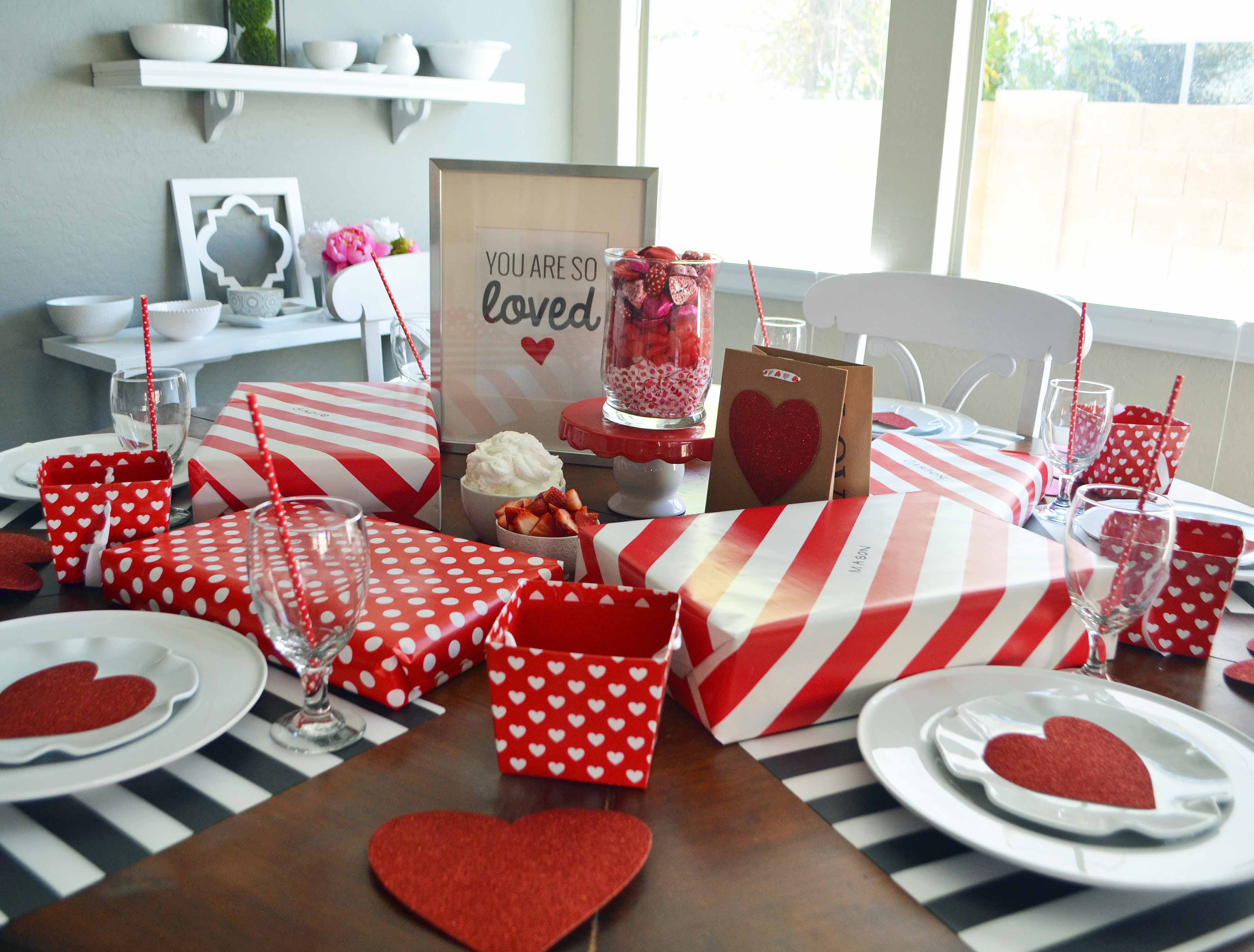 Five 5 Ways to Make Valentine's Day special for kids. Ideas on how to make Valentine's Day fun for families. Valentine's Day tablescapes, Valentine's Day decor ideas, Valentine's day photo shoot, Valentine's day printables, and Valentine's Day cookies. www.modernhoney.com