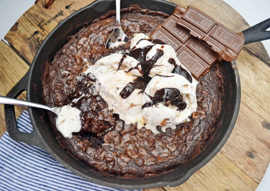 Double Chocolate Skillet Brownie Sundae by Modern Honey l www.modernhoney.com
