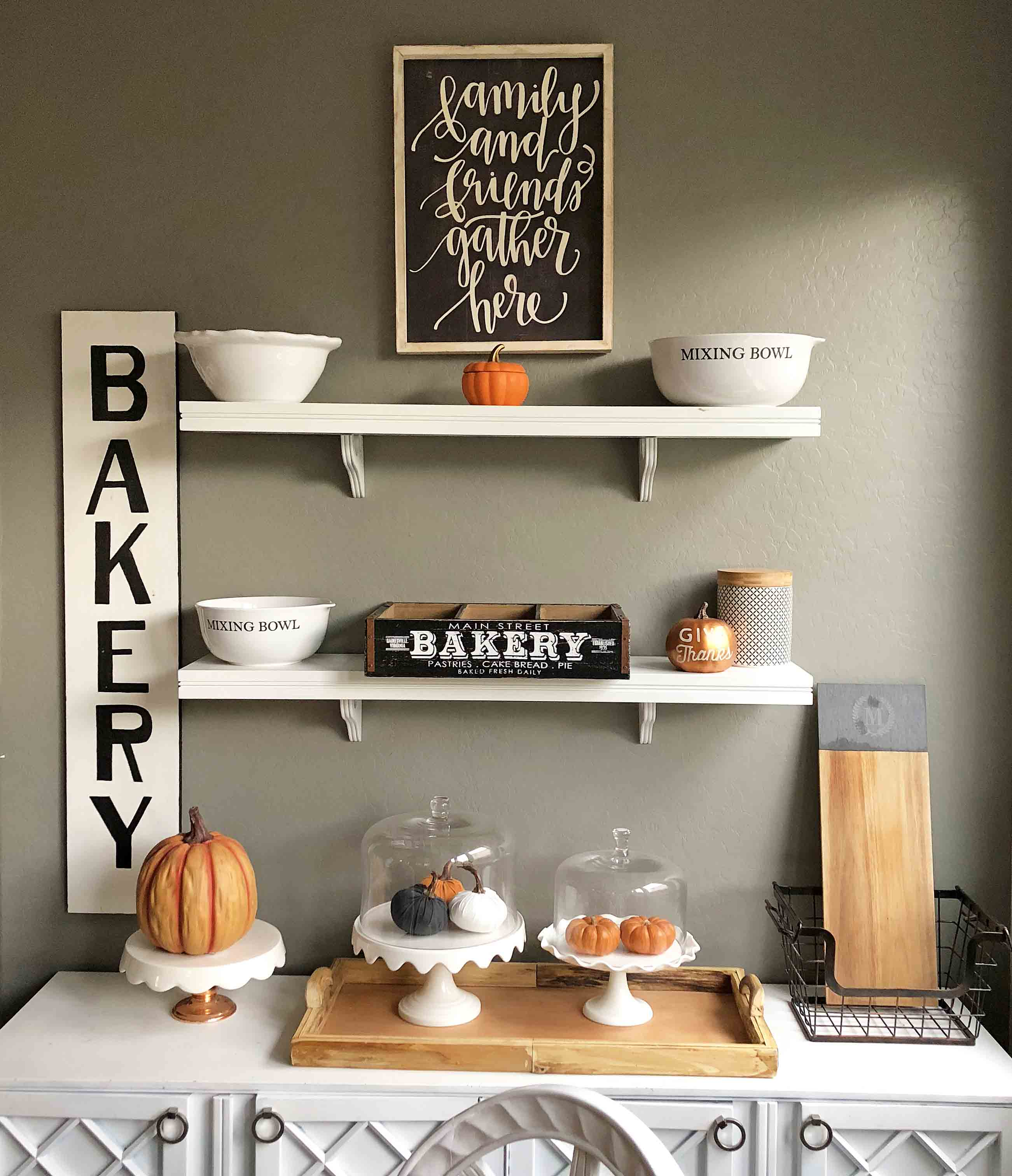 Fall Decor Ideas. How to decorate a kitchen for Fall. Halloween Fall Kitchen Shelves. Fall Decoration Ideas. www.modernhoney.com #falldecor #falldecorationideas #halloween #fall #fallkitchen #kitchenfalldecor