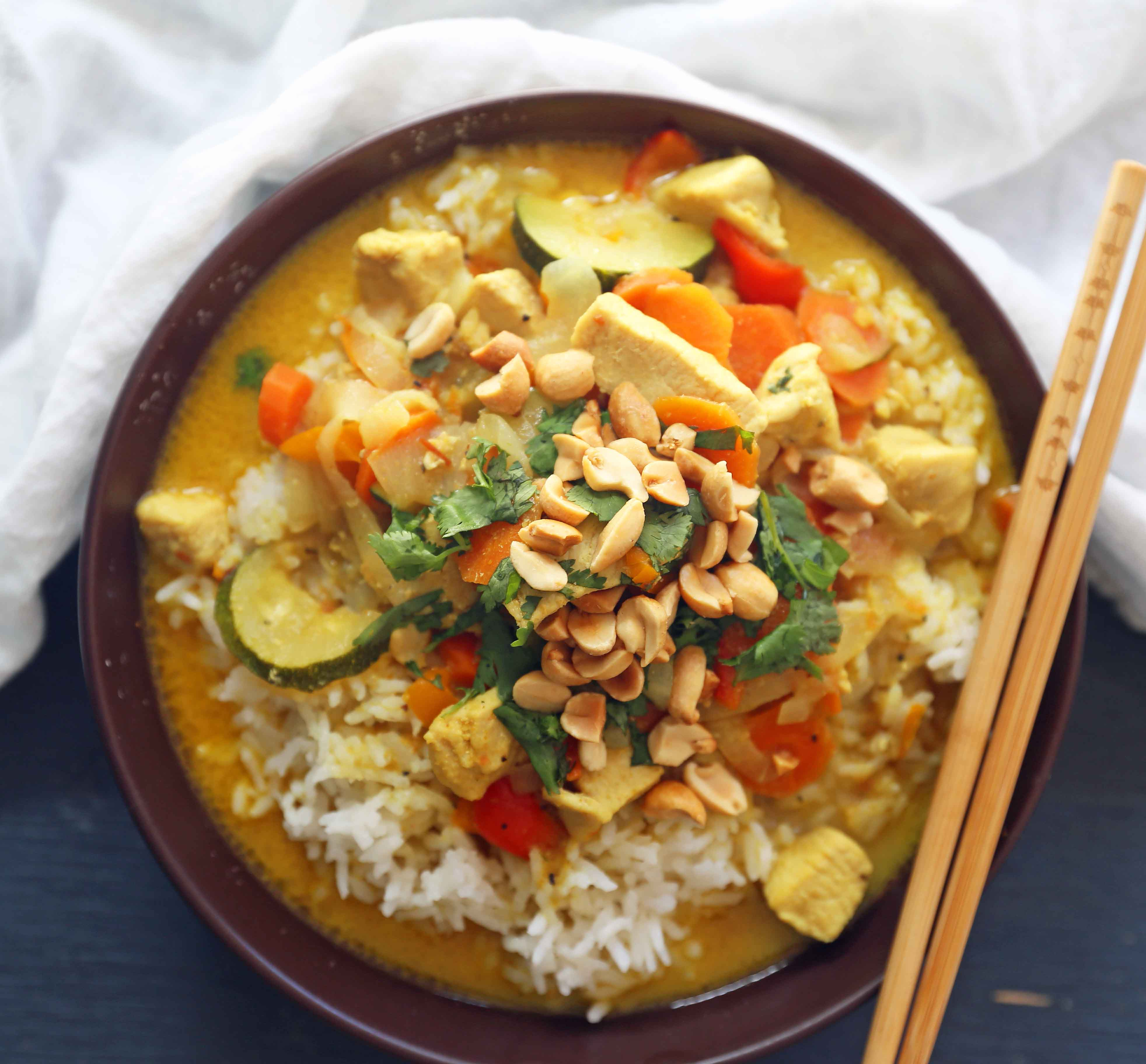 Thai chicken curry bowls modern honey thai green curry with chicken and veggies a healthy gluten free and dairy forumfinder Gallery