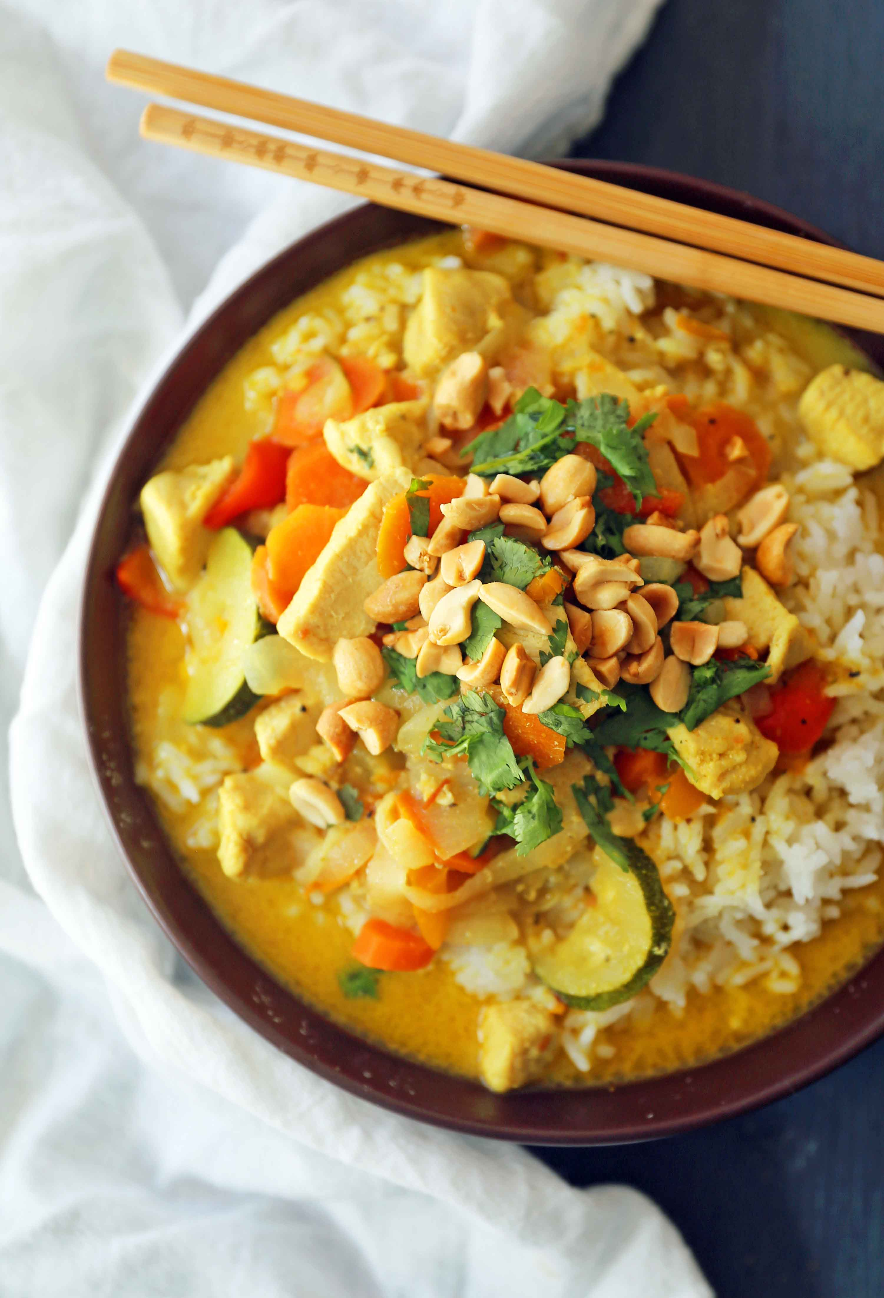 Thai Green Curry with Chicken and Veggies. A healthy gluten-free and dairy-free curry recipe. Chicken Curry with Vegetables in a Coconut Broth. www.modernhoney.com #curry #chickencurry #glutenfree #dairyfree #thaicurry