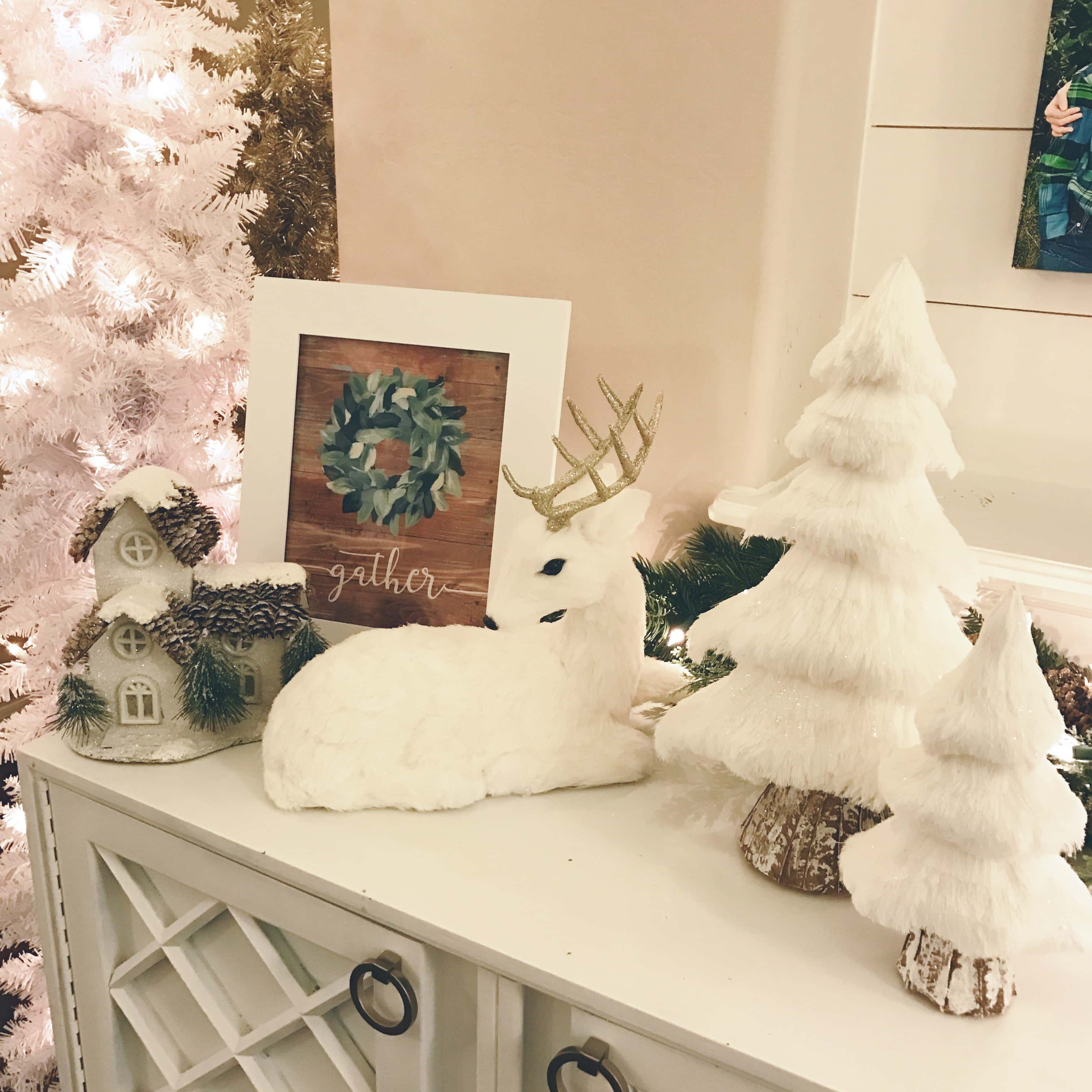 Christmas Decor Ideas by Modern Honey. Beautiful ways to transform your home for Christmas. Natural Christmas decor.