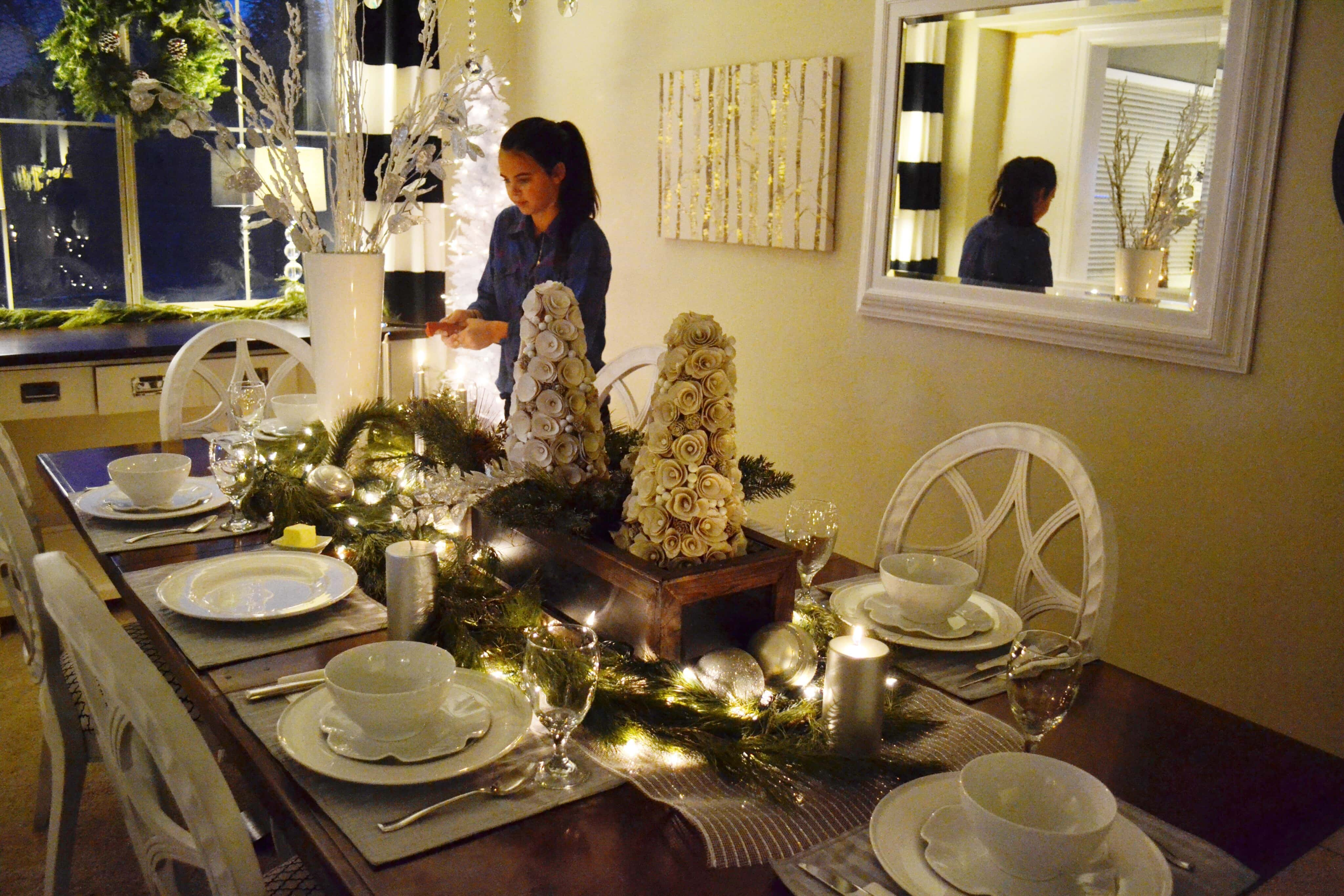 Christmas Bucket List. 10 Ways to Feel the Christmas Spirit by Modern Honey. Christmas Dining Room Tablescape.