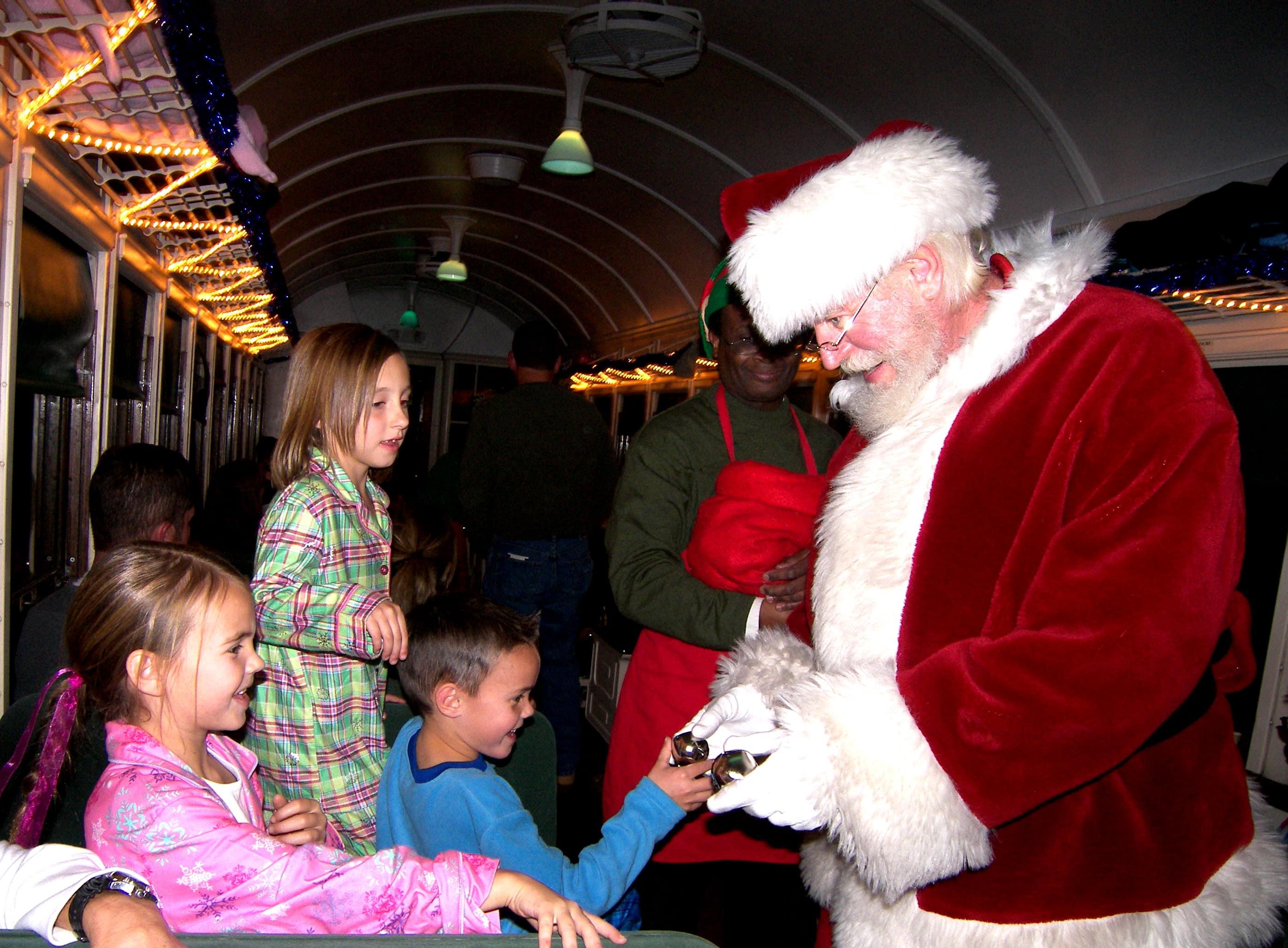 Christmas Bucket List. 10 Ways to Feel the Christmas Spirit by Modern Honey. Polar Express Santa Claus.