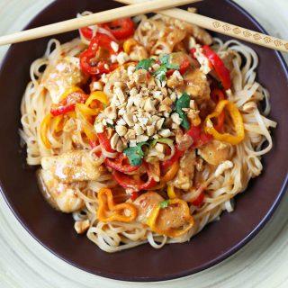Thai Chicken Noodles. Healthy thai chicken, fresh vegetables, sauteed with a light peanut butter sauce. Better than take-out thai chicken noodles. www.modernhoney.com #thaichickennoodles