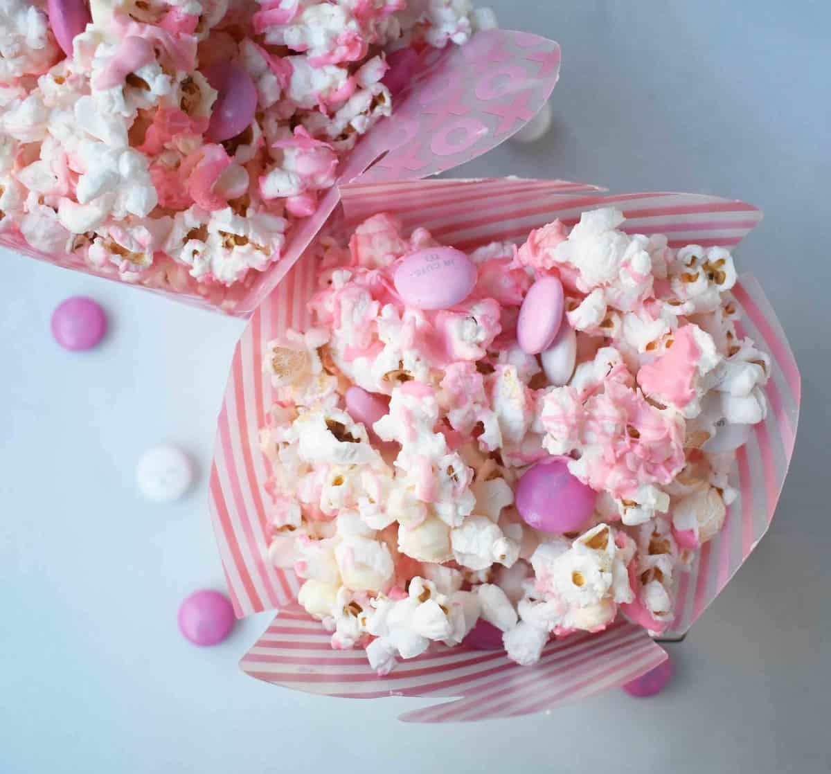 Homemade Valentine's Day White Chocolate and M & M Popcorn. www.modernhoney.com