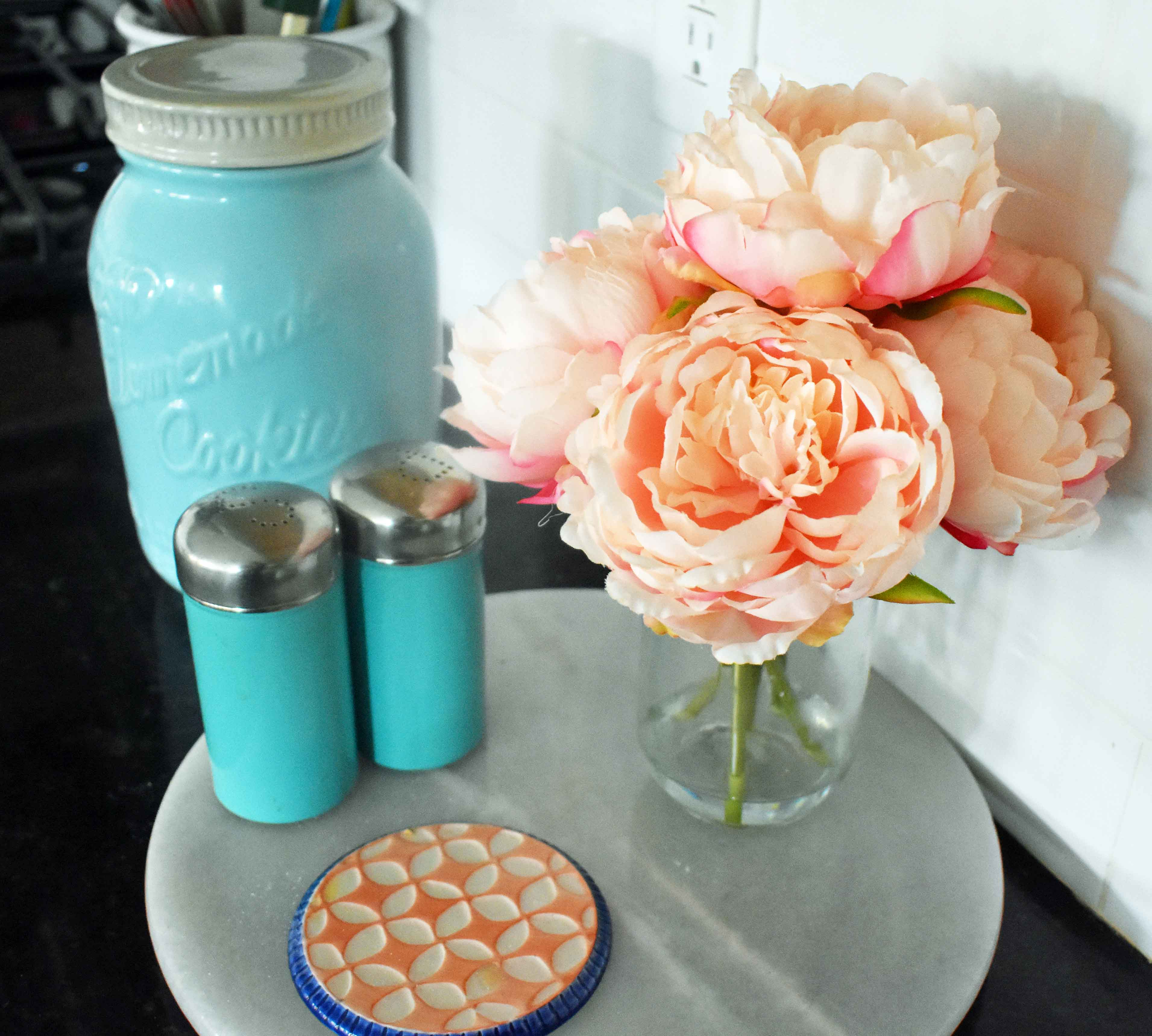 Spring Decoration Ideas. Bright and beautiful peach peonies to beautify your home. www.modernhoney.com