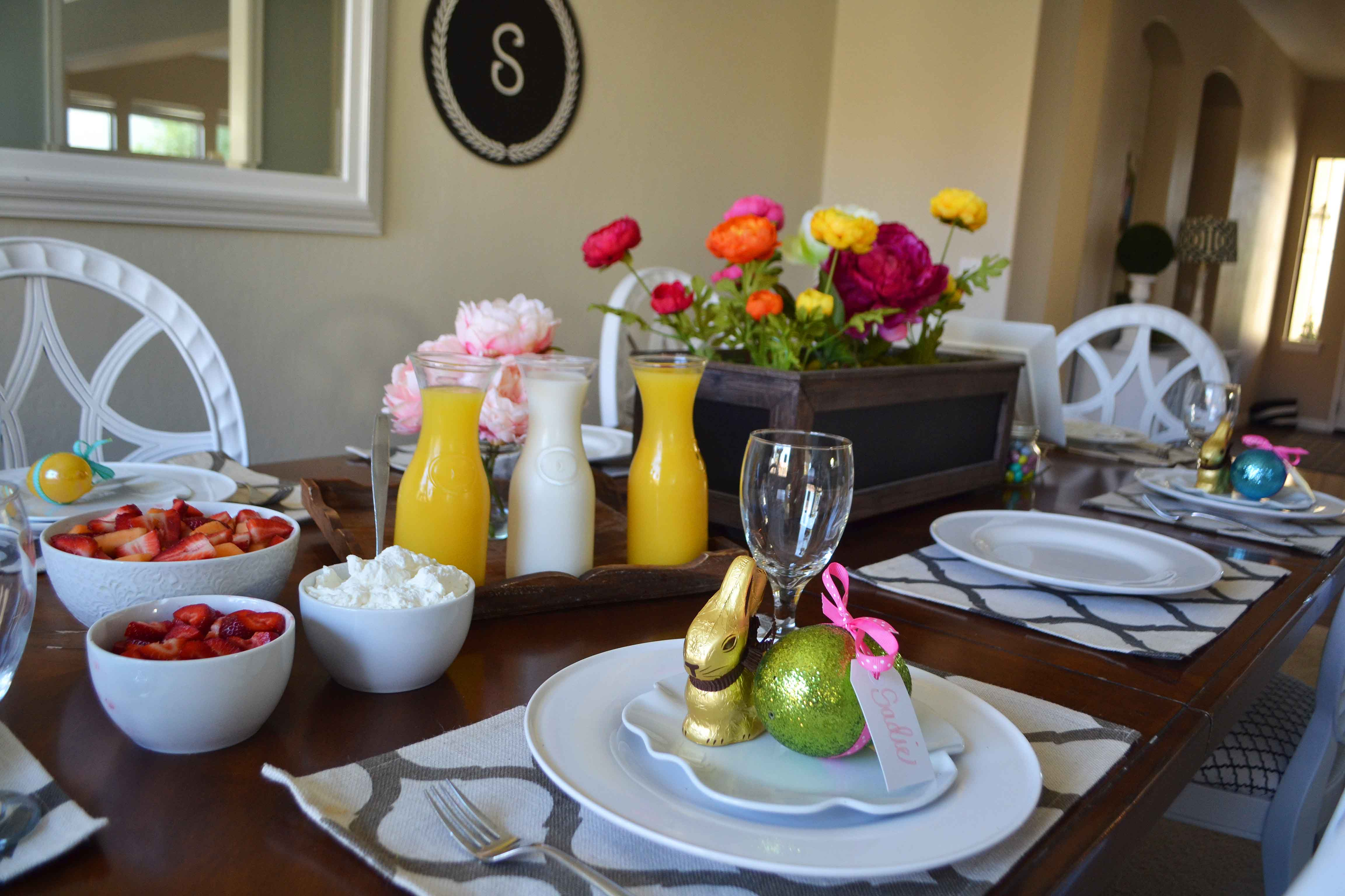Spring Decoration Ideas. Easter and Spring tablescapes to brighten your home. Easter brunch at home. www.modernhoney.com