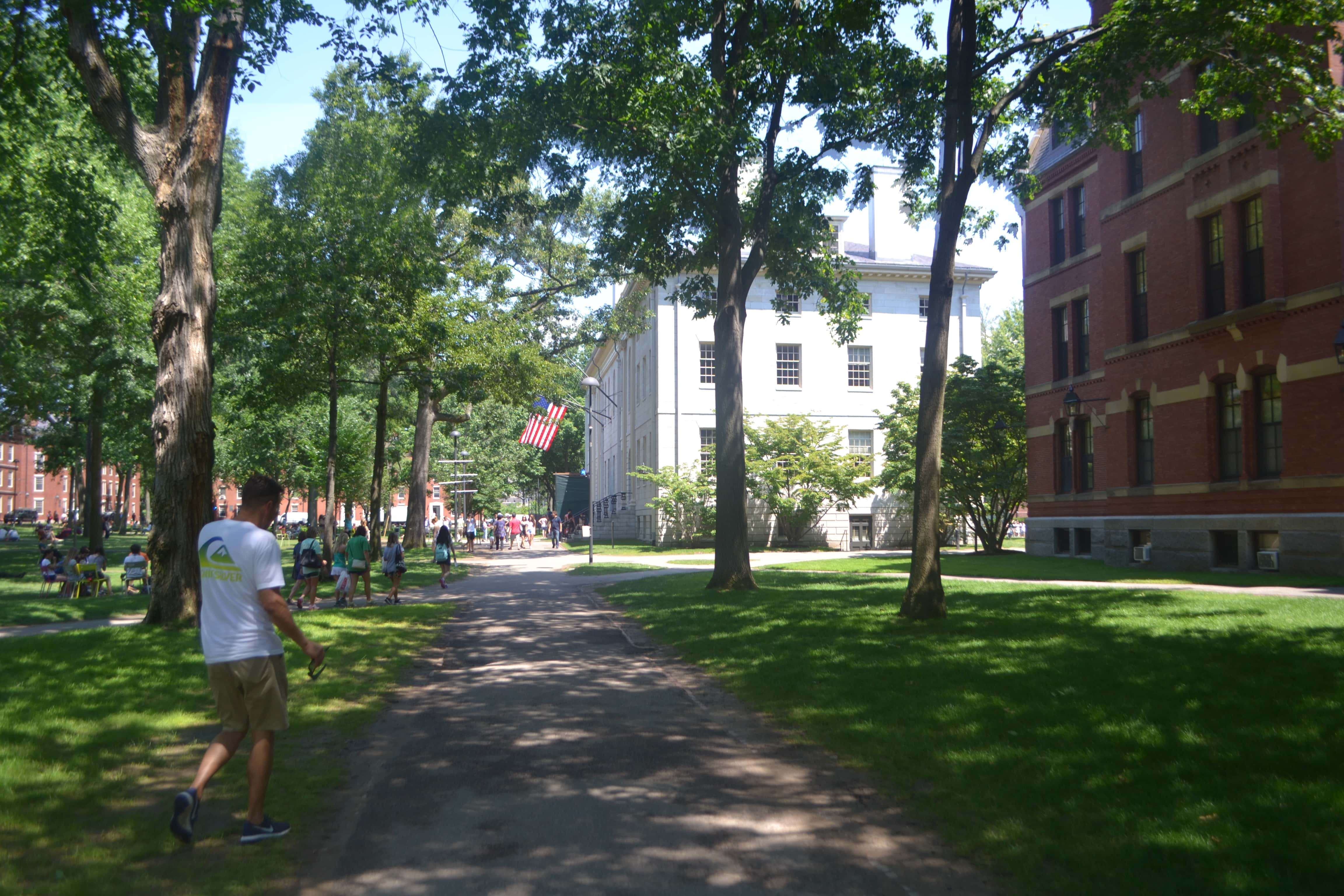 Harvard University. Best Places to Eat and See in Boston. A list of the best things to do and best places to eat while traveling to Boston. Weather in Boston, transportation in Boston, and entertainment and food in Boston. www.modernhoney.com