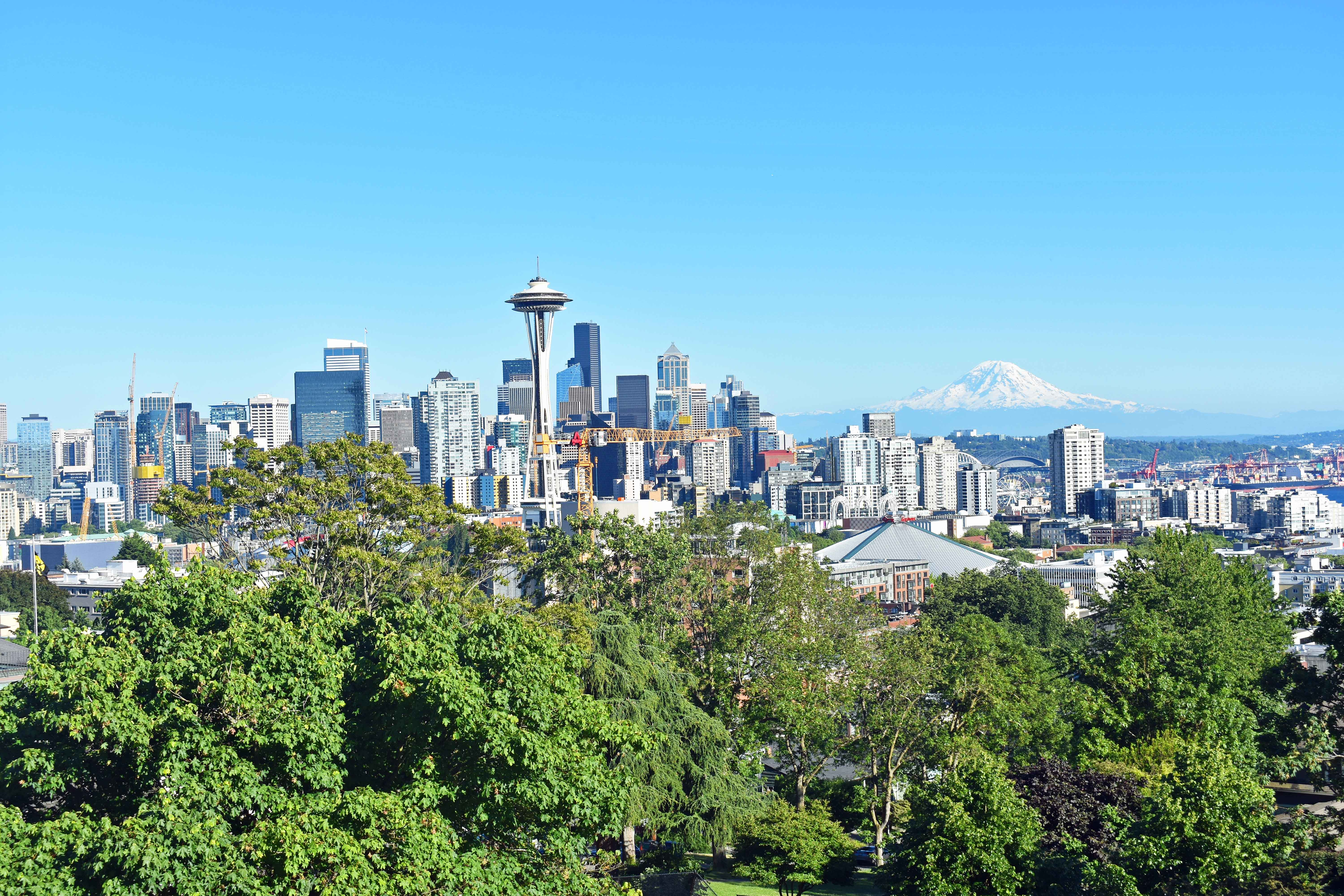 Seattle Space Needle Skyline at Kerry Park. Best Places to Eat and See in Seattle. The most popular spots to visit and the best restaurants. Tips on the best places to see in Seattle Washington. www.modernhoney.com