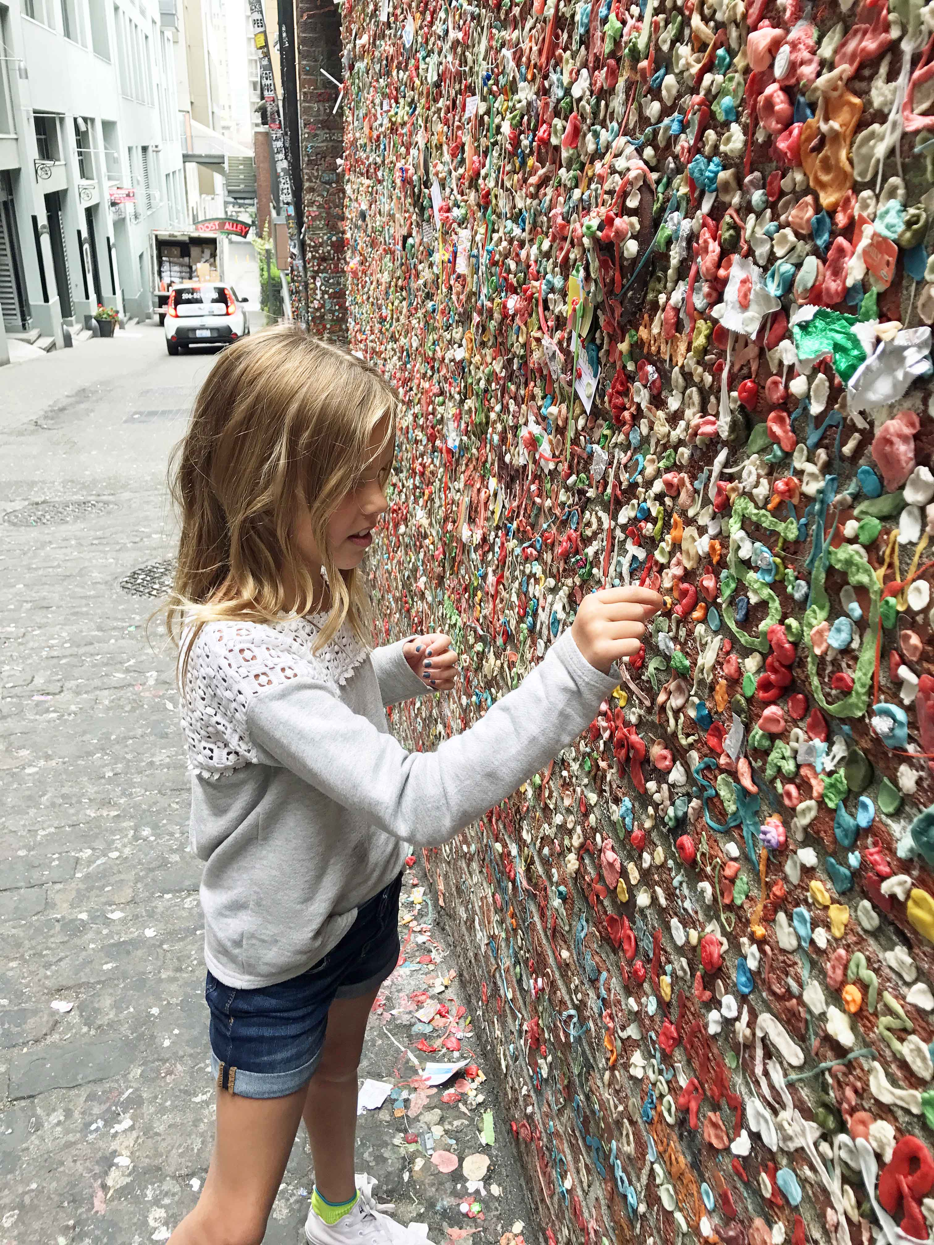 Famous Gum Wall at Pike Place Market. Best Places to Eat and See in Seattle. The most popular spots to visit and the best restaurants. Tips on the best places to see in Seattle Washington. www.modernhoney.com