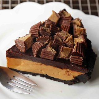 Chocolate Peanut Butter Cup Pie. Homemade chocolate peanut butter pie with an OREO cookie crust, creamy peanut butter mousse filling, and topped with chocolate ganache and peanut butter cups. www.modernhoney.com #peanutbutter #chocolatepeanutbutter #pie #pies #pierecipe
