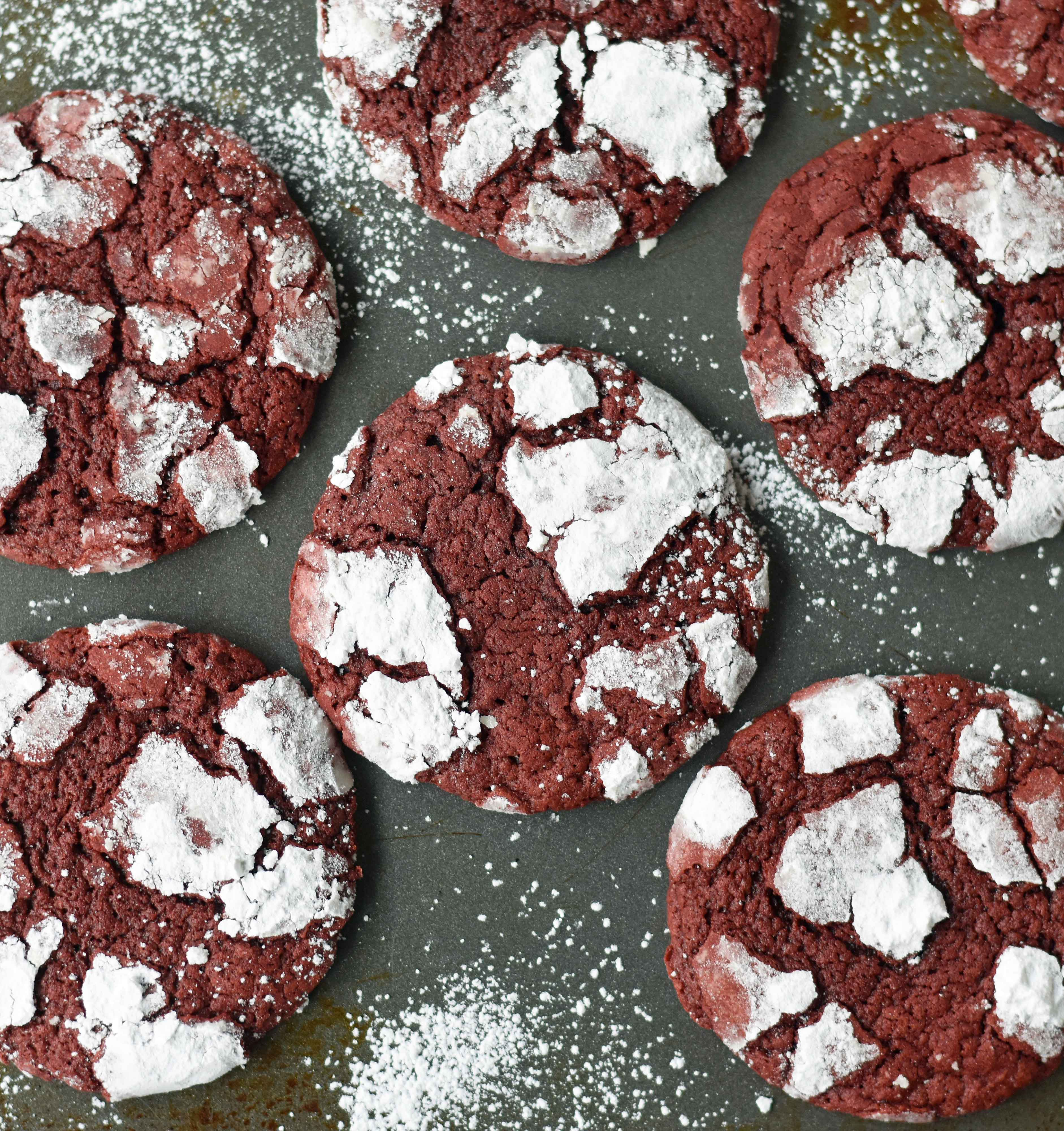 Red Velvet Crinkle Cookies are a mild chocolate soft chewy cookie covered in powdered sugar. A beautifully festive Christmas cookie. www.modernhoney.com