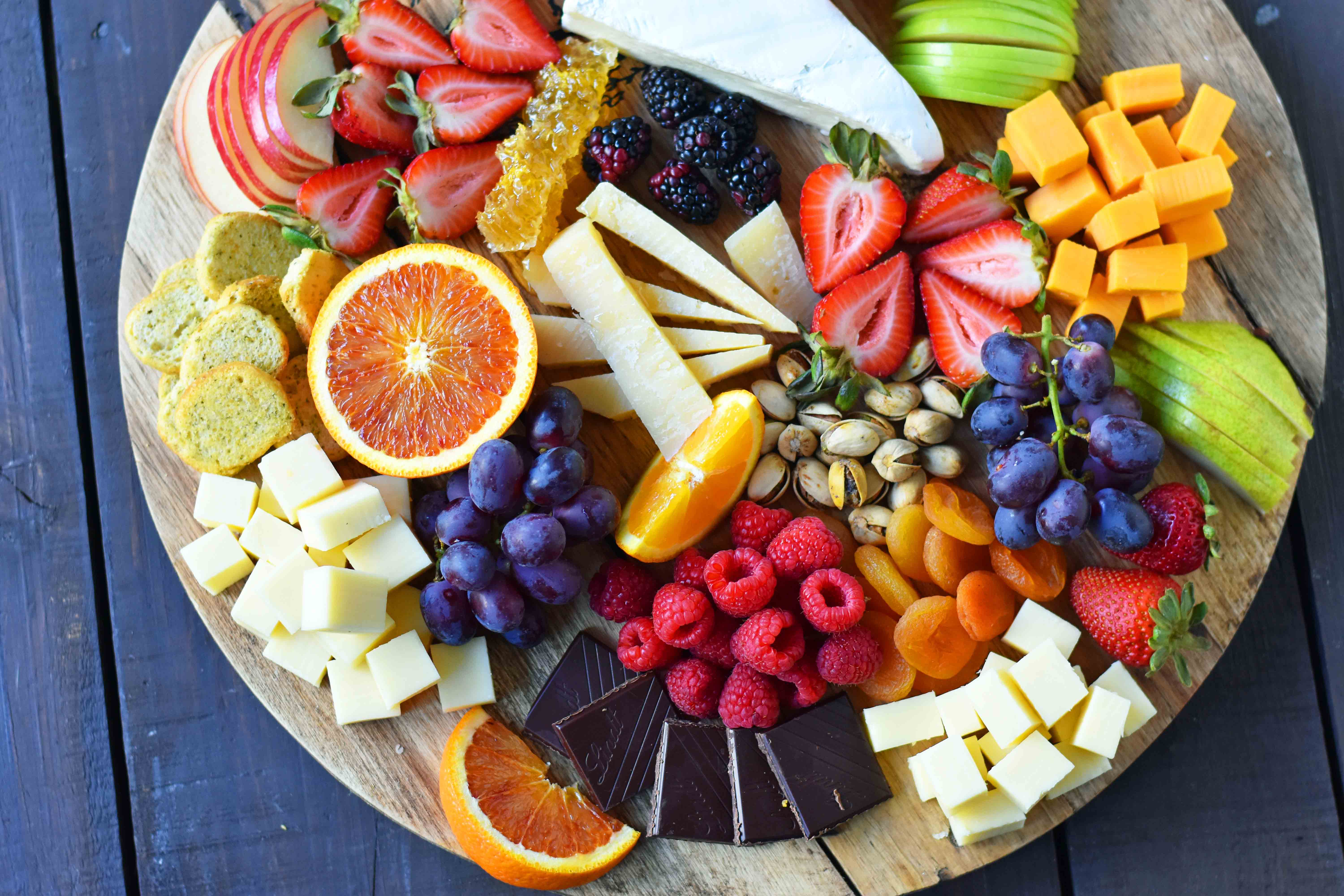 How to make the BEST Fruit and Cheese Board. How to make a cheese plate. Ideas on how to make a cheese tray. www.modernhoney.com