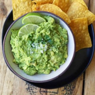 The Best Guacamole Recipe. How to make authentic Mexican guacamole. Simple perfect guacamole made with the freshest ingredients. www.modernhoney.com #guacamole #bestguacamole #avocados