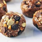 No-Bake Protein Energy Balls. High protein no-sugar-added energy bites. A healthy, filling snack recipe. www.modernhoney.com #wellnessyourway #proteinballs #energyballs #peanutbutterproteinballs #healthysnacks