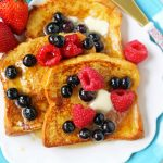 Vanilla Brioche French Toast Recipe. How to make the perfect French Toast. What type of bread to use in french toast. How to make custard for french toast. The BEST French Toast Recipe. www.modernhoney.com #frenchtoast #brioche #briochefrenchtoast #breakfast