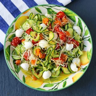 Zucchini Noodles with Tomatoes, Fresh Mozzarella, and Basil. How to make spiralized zucchini noodles (zoodles). Healthy, delicious, and flavorful side dish. The best way to eat your veggies! www.modernhoney.com #zoodles #zucchini #zucchininoodles