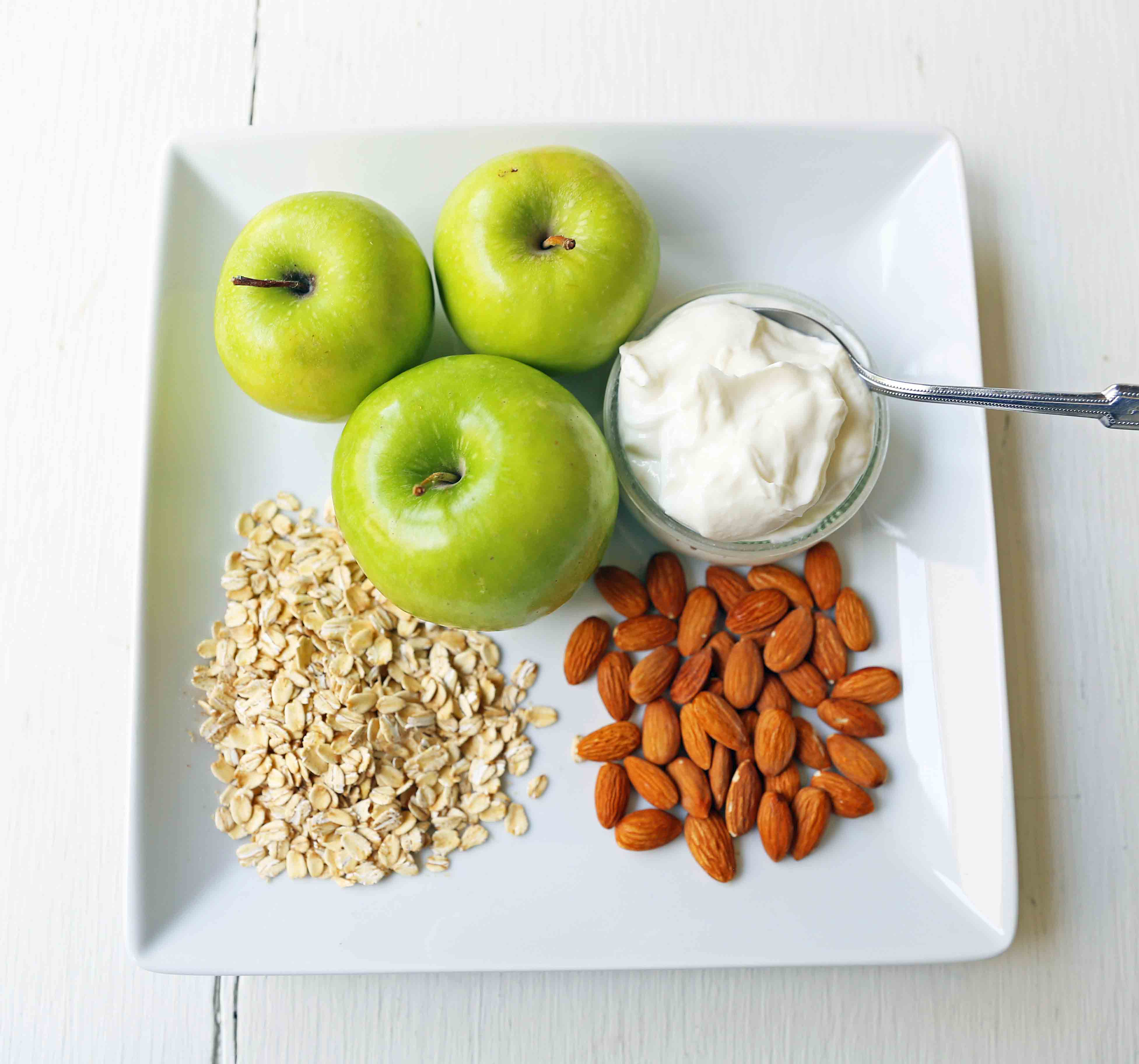 Greek Yogurt Green Apples Almonds and Rolled Oats. Apple Pie Overnight Oats. Healthy no-sugar-added breakfast. Overnight Oats with Greek Yogurt, Crisp Green Apples, Crunchy Almonds, Cinnamon, and Real Maple Syrup. www.modernhoney.com #overnightoats #applepieovernightoats #appleovernightoats