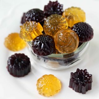 Homemade Gummy Fruit Snacks. Healthy 3-ingredient no-sugar-added gummies. www.modernhoney.com #gummies #fruitsnacks #homemadefruitsnacks #gummybears