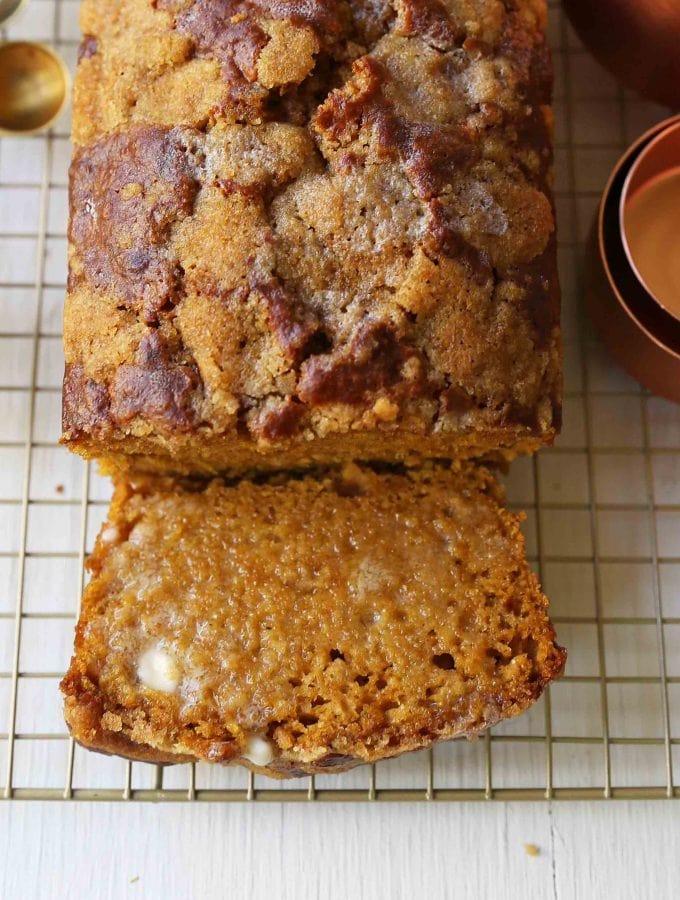 Pumpkin Bread Recipe. The best pumpkin bread perfect for Fall. How to make an easy pumpkin loaf. www.modernhoney.com #pumpkinbread #pumpkin #pumpkinloaf #pumpkinrecipes
