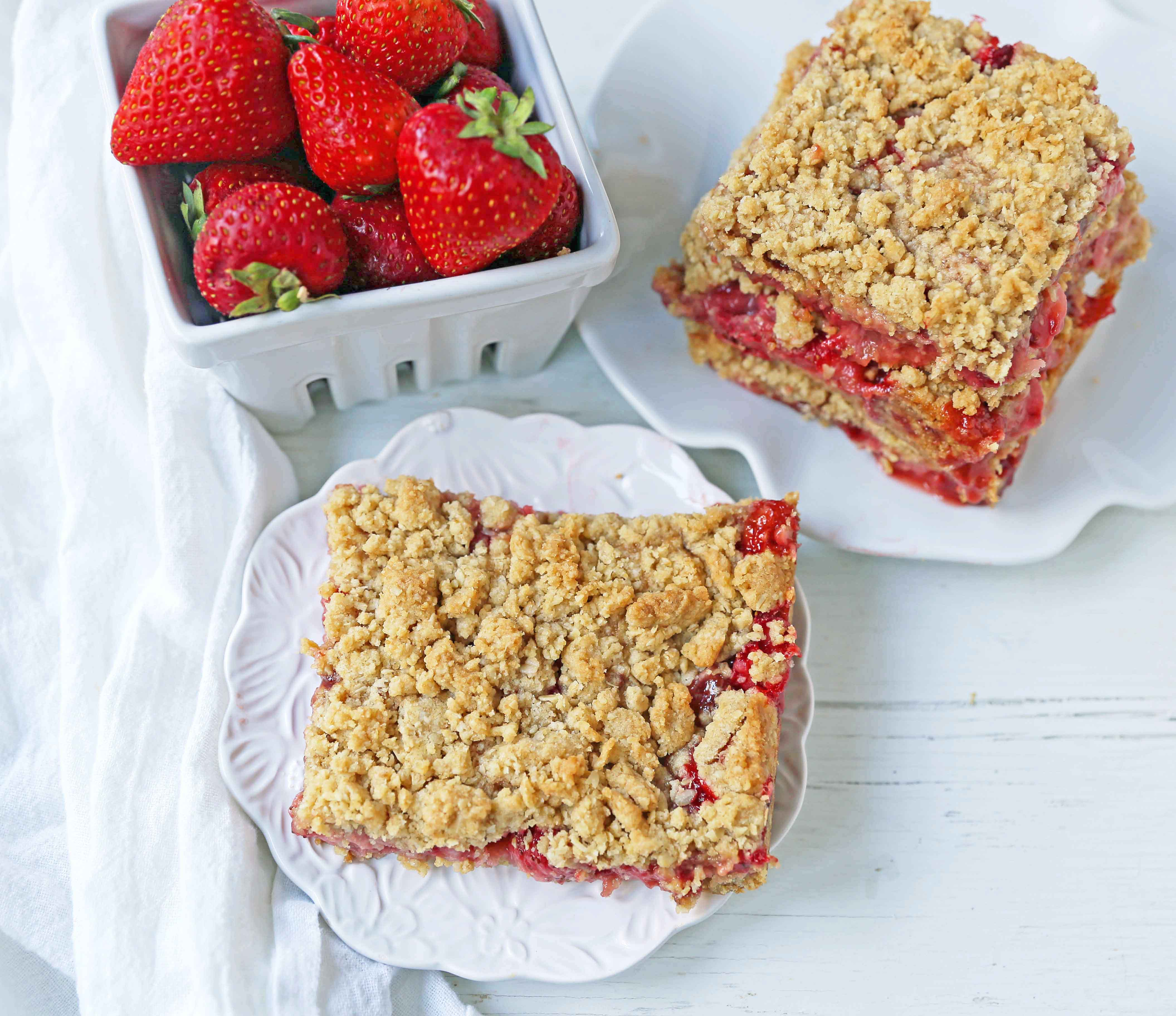 Strawberry Oat Crumble Bars Recipe. Homemade Strawberry Crumble Bars. The perfect Summer dessert bar using fresh strawberries. Strawberry Oatmeal Crumble Bars are made with a buttery oatmeal crust and a fresh strawberries and jam filling. www.modernhoney.com #strawberrybars @strawberryoatbars #strawberryoatmealbars #strawberryrecipes