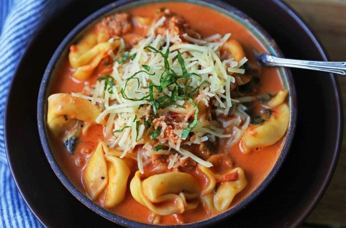 Creamy Sausage Tortellini Soup. A quick and easy 6-ingredient popular Creamy Sausage Tortellini Pasta Soup. A family favorite soup recipe! www.modernhoney.com #soup #souprecipe #sausagetortellinisoup #slowcooker #bestsoups
