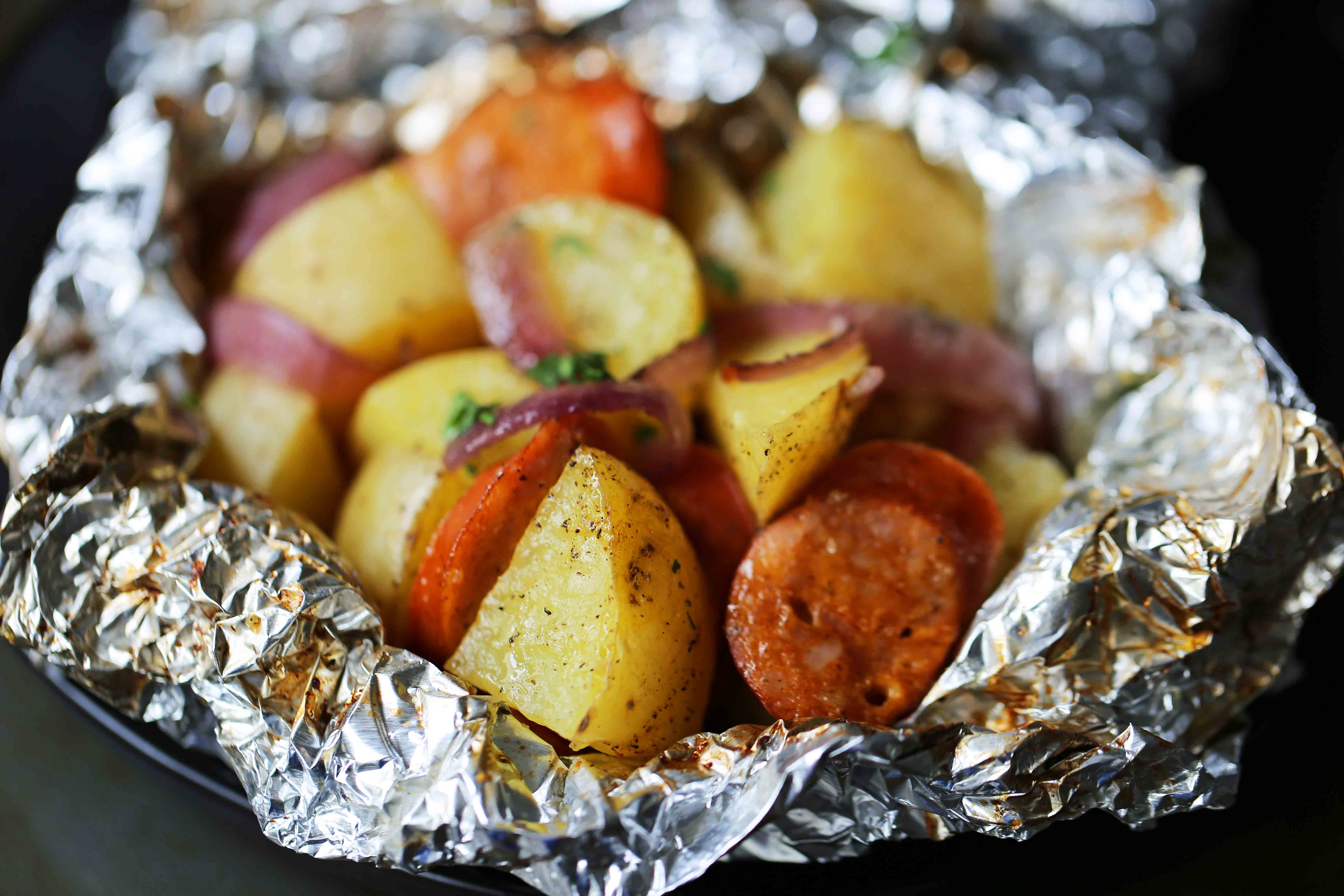 Sausage Potato Foil Packets The modern tin-foil dinner with hardwood smoked sausage and creamy gold potatoes. An easy and flavor-packed dinner. Foil packets cooked in the oven. #tinfoildinners #foilpackets #sausagepotatoes #sausagepotatofoilpackets #ovenfoilpackets