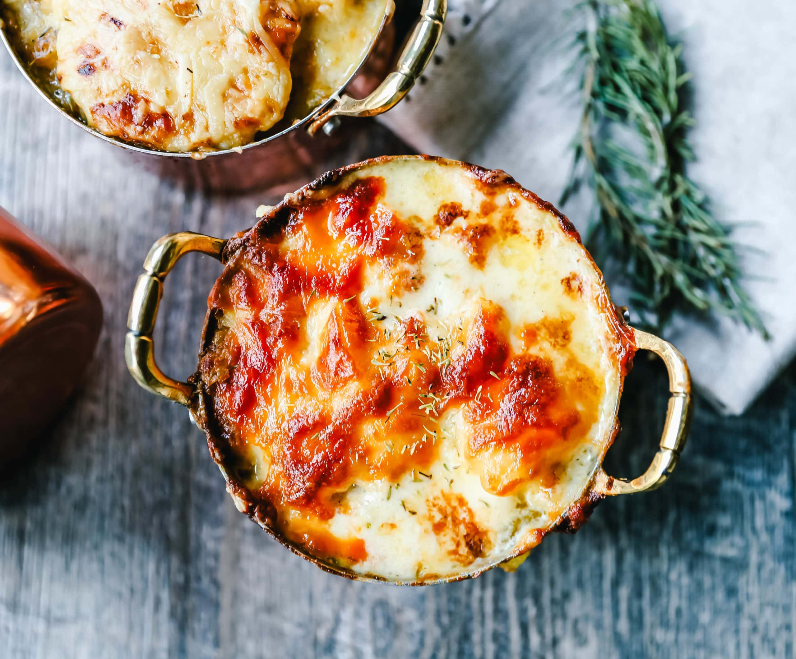 Cheesy Potatoes Au Gratin Homemade cheesy scalloped potatoes with a rich cream sauce and melted cheddar cheese. The perfect potato side dish recipe! www.modernhoney.com #scallopedpotatoes #augratinpotatoes #cheesypotatoes #potatoesaugratin