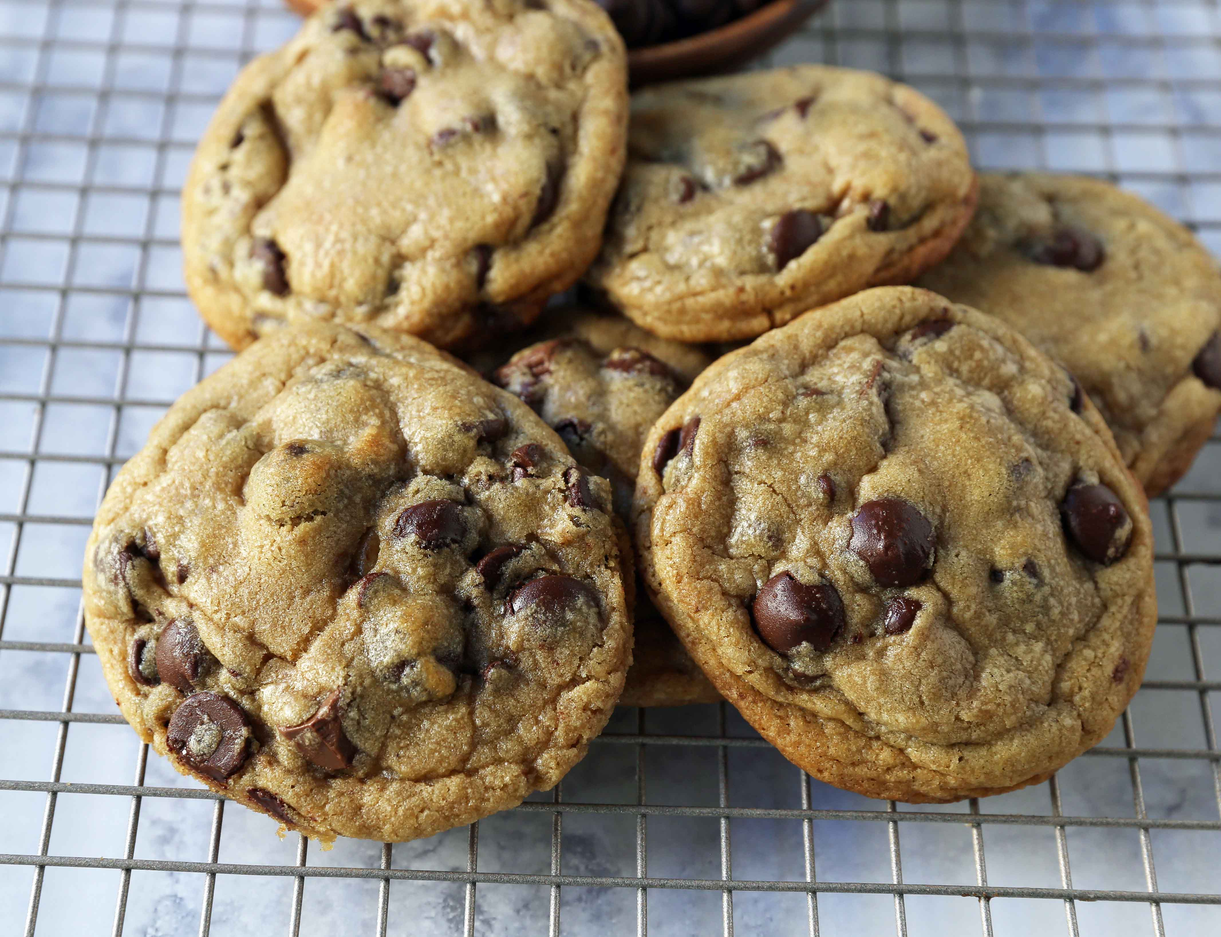 Brown Butter Chocolate Chip Cookies. How to make the best chocolate chip cookies. www.modernhoney.com #chocolatechipcookies #brownbuttercookies #chocolatechipcookie #cookies #cookie