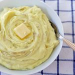 Perfect Creamy Mashed Potatoes. Simple, foolproof, creamy classic mashed potatoes recipe. This is a classic side dish that everyone will love! How to make the BEST Mashed Potatoes. www.modernhoney.com #mashedpotatoes #potatoes #thanksgiving #thanksgivingsidedish
