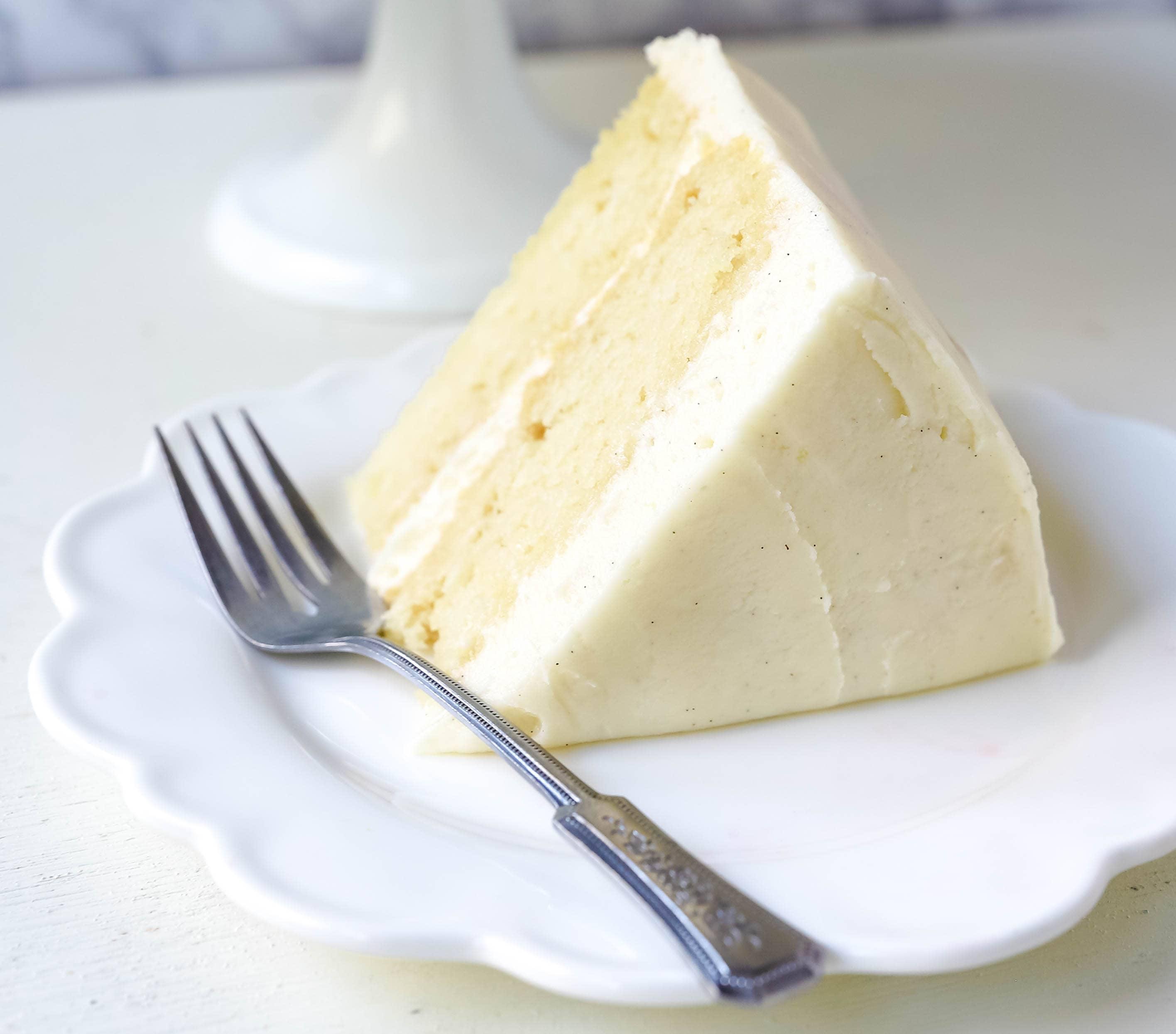 Vanilla Cake Recipe. The best homemade vanilla cake recipe with vanilla bean buttercream frosting.www.modernhoney.com #vanillacake #cake #cakerecipe #vanillacakerecipe