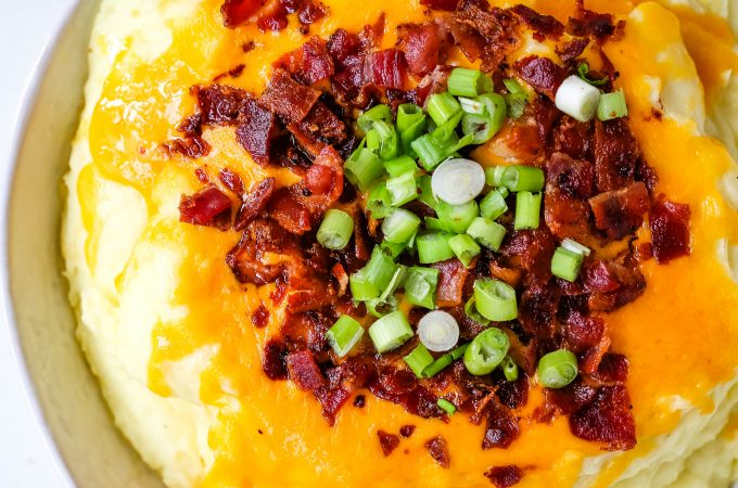 Loaded Mashed Potatoes. Creamy buttery mashed potatoes with sour cream, cheddar cheese, crispy bacon, and green onions. The perfect flavorful side dish that everyone loves! #mashedpotatoes #loadedmashedpotatoes #potatoes #sidedish