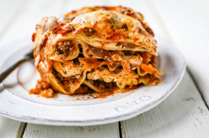 Classic Lasagna Recipe The perfect lasagna recipe made with parmesan ricotta cheese filling, melted mozzarella cheese, lasagna noodles, and a robust tomato meat sauce. It is the best lasagna recipe! www.modernhoney.com #lasagna #italianfood