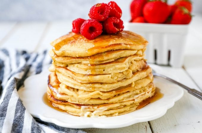 Cottage Cheese Pancakes High-protein gluten-free cottage cheese pancakes made a healthy, filling, delicious breakfast! www.modernhoney.com #breakfast #highprotein #protein #proteinrecipes #cottagecheesepancakes