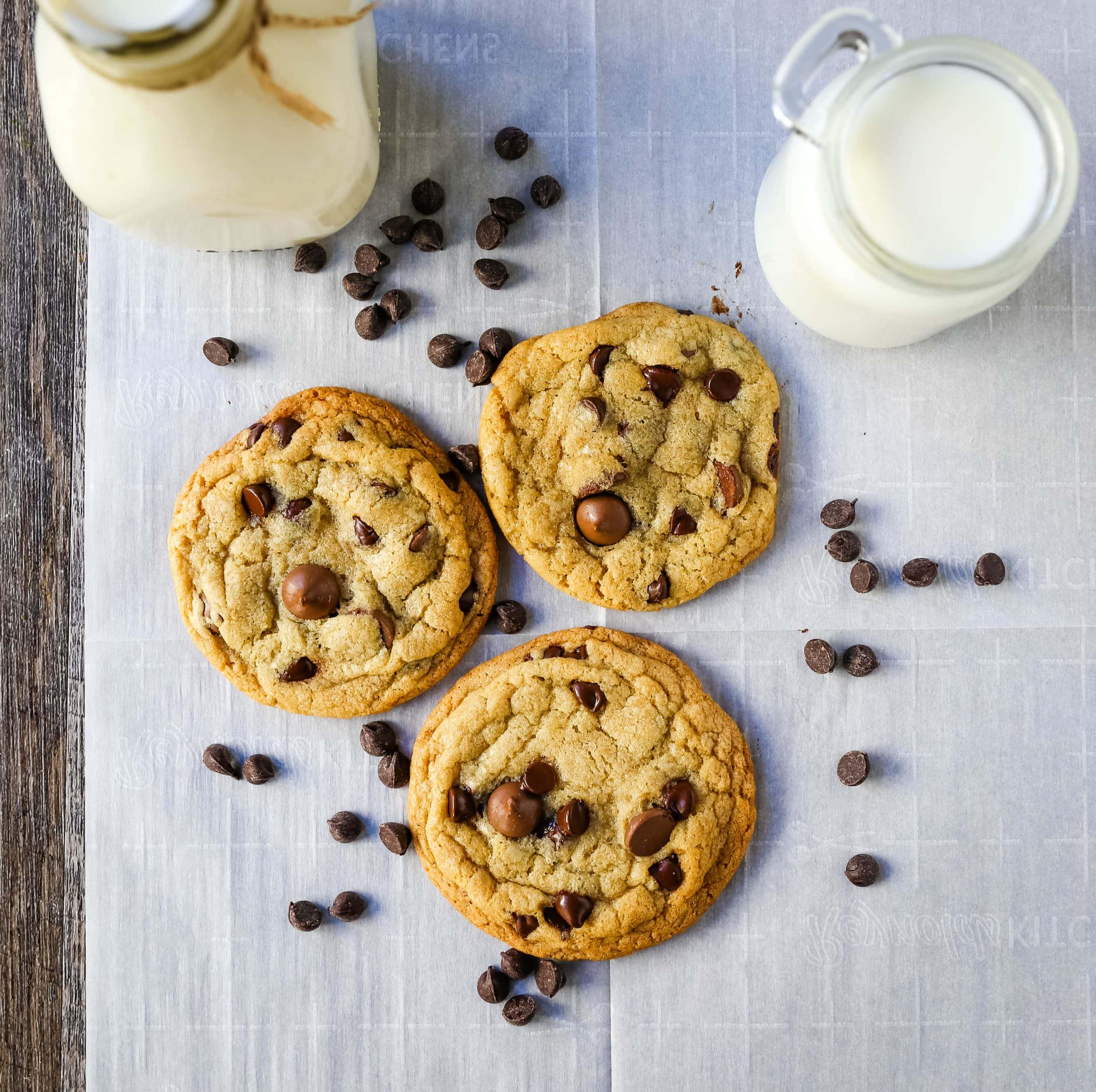 ONE BOWL CHOCOLATE CHIP COOKIE RECIPE An easy one bowl cookie recipe that creates a chewy chocolate chip cookie with crisp buttery edges.  www.modernhoney.com #cookie #cookies #chocolatechipcookie #chocolatechipcookies