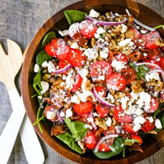 Strawberry Spinach Salad with Poppyseed Dressing Fresh spinach, sliced strawberries, feta cheese, crispy bacon, walnuts, and red onion in a sweet homemade poppyseed dressing. www.modernhoney.com #salad #salads #spinachsalad