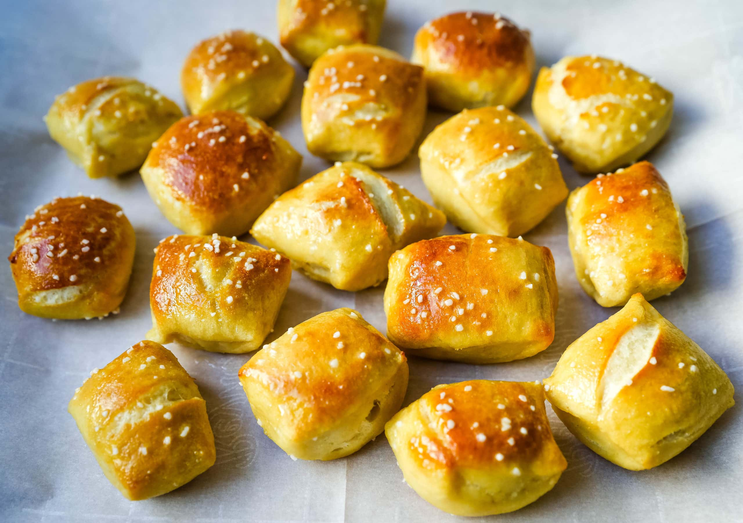Homemade Soft Pretzel Bites Soft buttery homemade pretzel bites just like you find in the pretzel stores in the mall but even better! It is so easy to make pretzel bites at home. www.modernhoney.com #pretzels #pretzel #homemadepretzels #pretzelbites