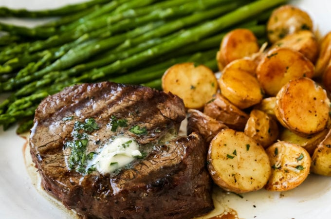 How to Grill the Perfect Steak Tips and tricks for grilling the perfect steak every single time!  www.modernhoney.com #steak #grilling #grill #grilledsteak #filetmignon
