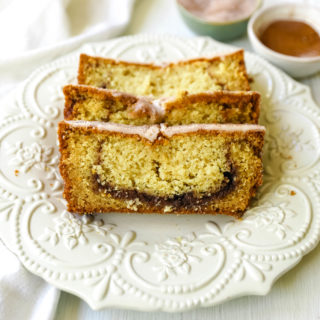Cinnamon Swirl Quick Bread. Soft and moist cinnamon swirl quick bread with cinnamon sugar streusel is perfect to share with neighbors and friends! www.modernhoney.com #quickbread #cinnamonswirlbread #cinnamonbread