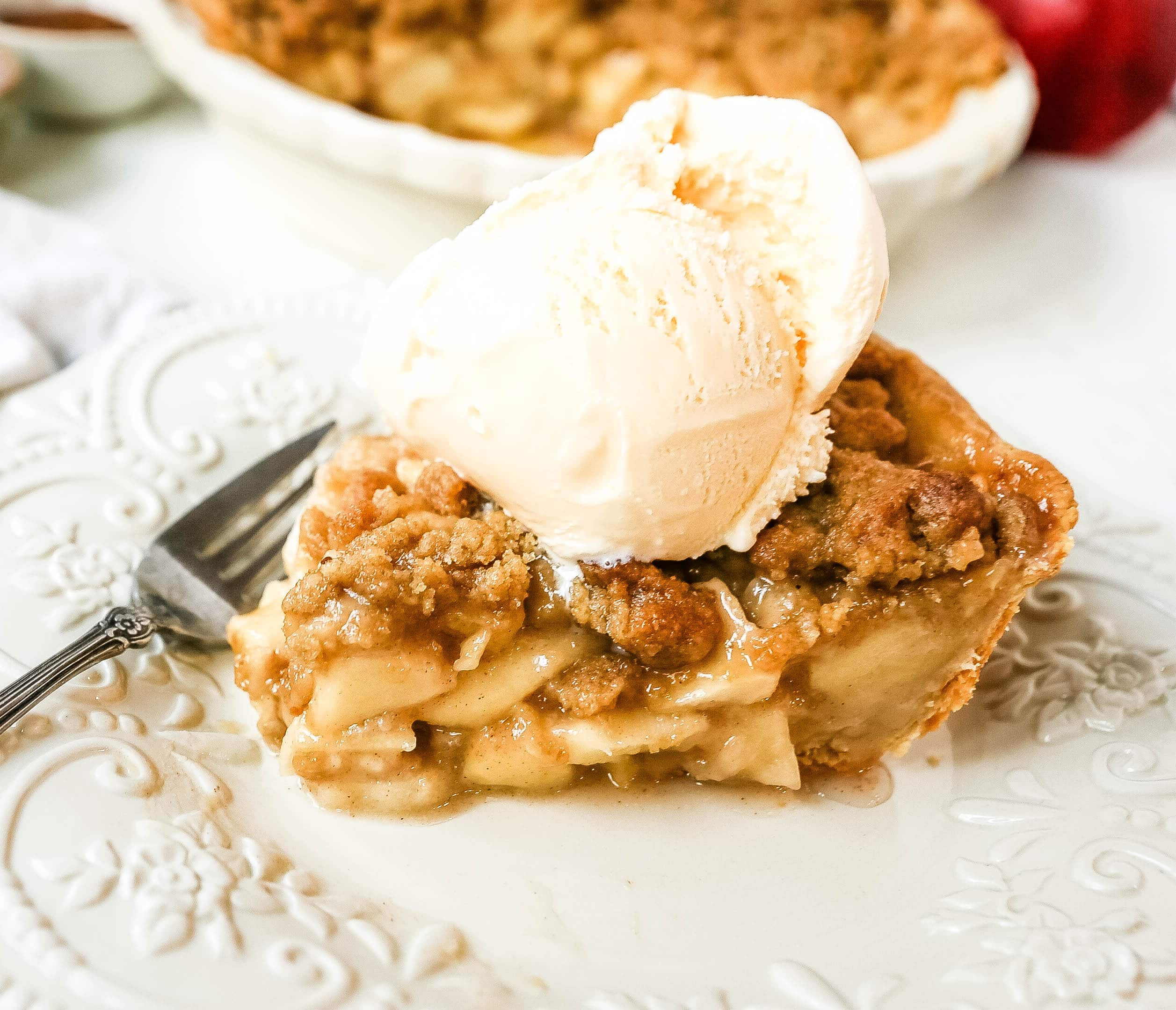 Dutch Apple Pie How to make a traditional Dutch Apple Pie with a buttery, flaky pie crust, topped with cinnamon-sugar apples, with a brown sugar streusel topping.  www.modernhoney.com #apple #applepie #dutchapplepie