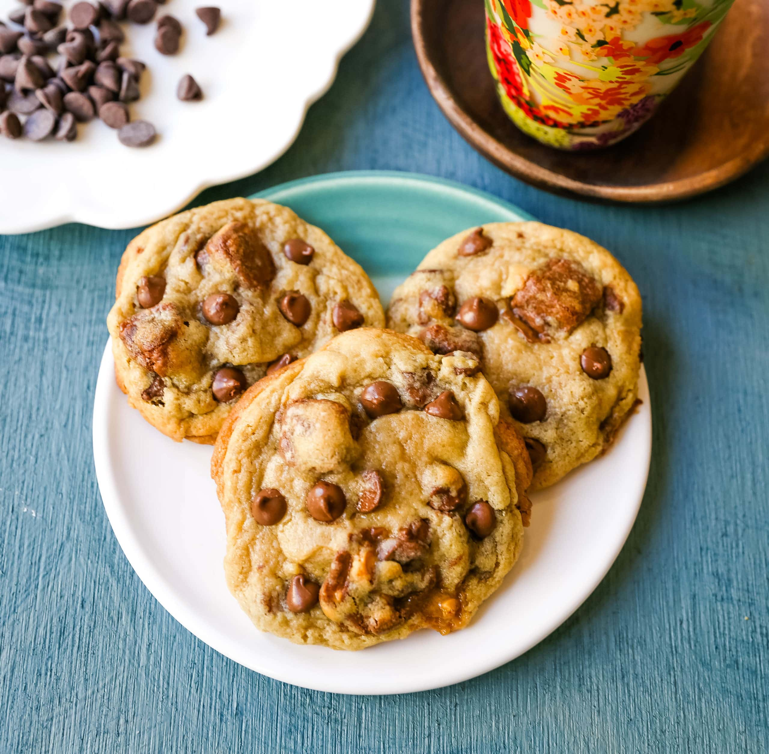 Snickers Chocolate Chip Cookies Soft, chewy chocolate chip cookies with Snickers candy bars baked in them. The perfect chocolate chip Snickers caramel bar cookies!