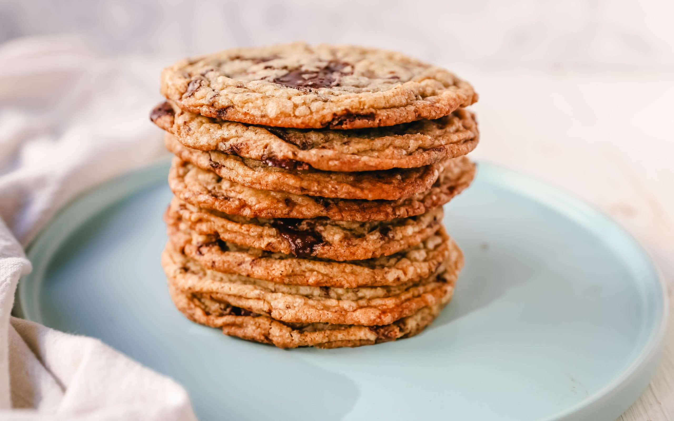 Pan Banging Chocolate Chip Cookies The famous pan banging chocolate chip cookies are thin and crispy with decadent melted dark chocolate and buttery, crispy edges and a chewy center.www.modernhoney.com #cookie #cookies #chocolatechipcookies #panbanging #panbangingcookies