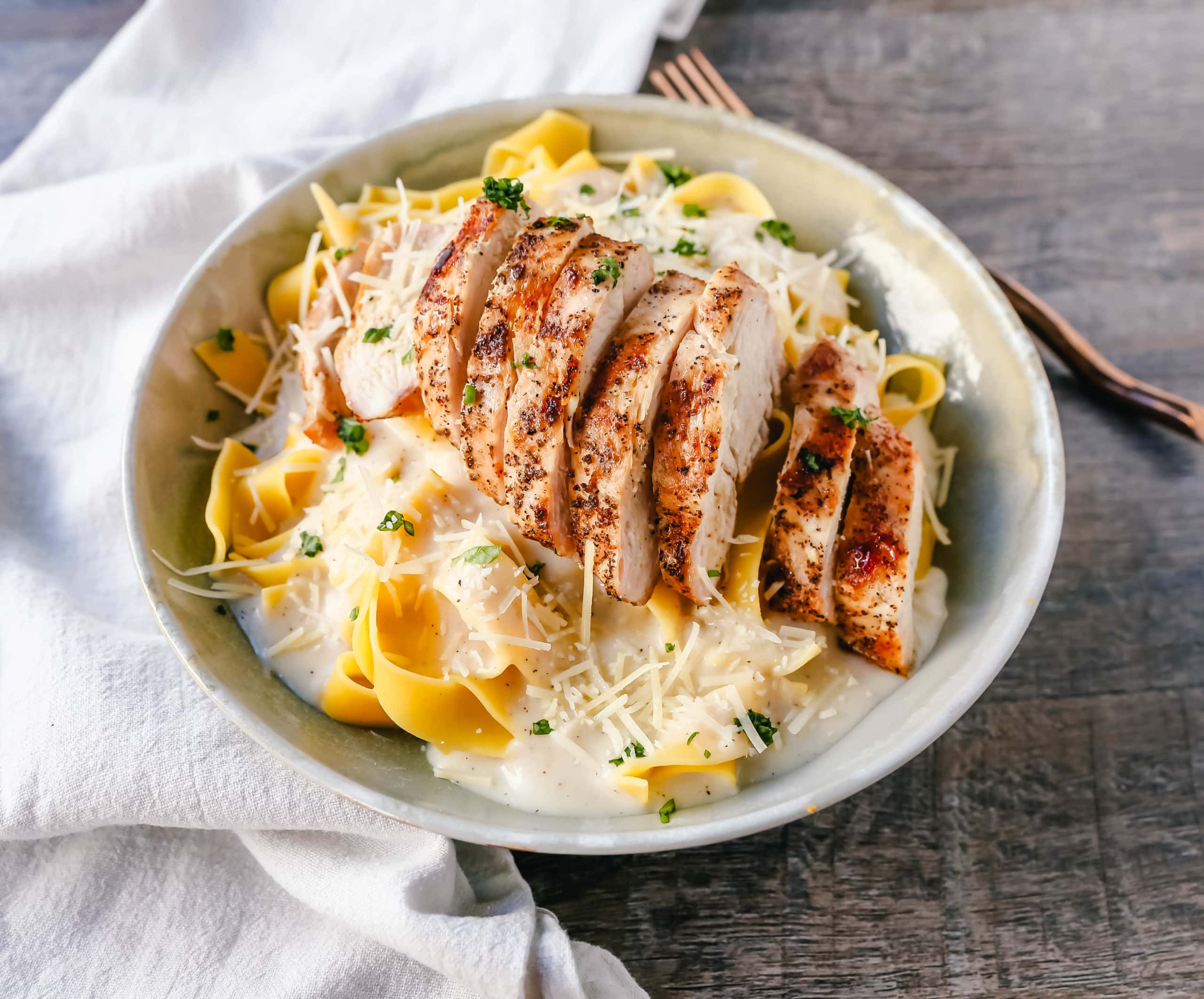 Skinny Low-Fat Chicken Fettuccine Alfredo All of the flavor of Chicken Fettuccine Alfredo without all of the fat and calories! Lean grilled chicken on top of low-fat alfredo sauce tossed with fettuccine noodles.www.modernhoney.com #lowfat #chicken #pasta