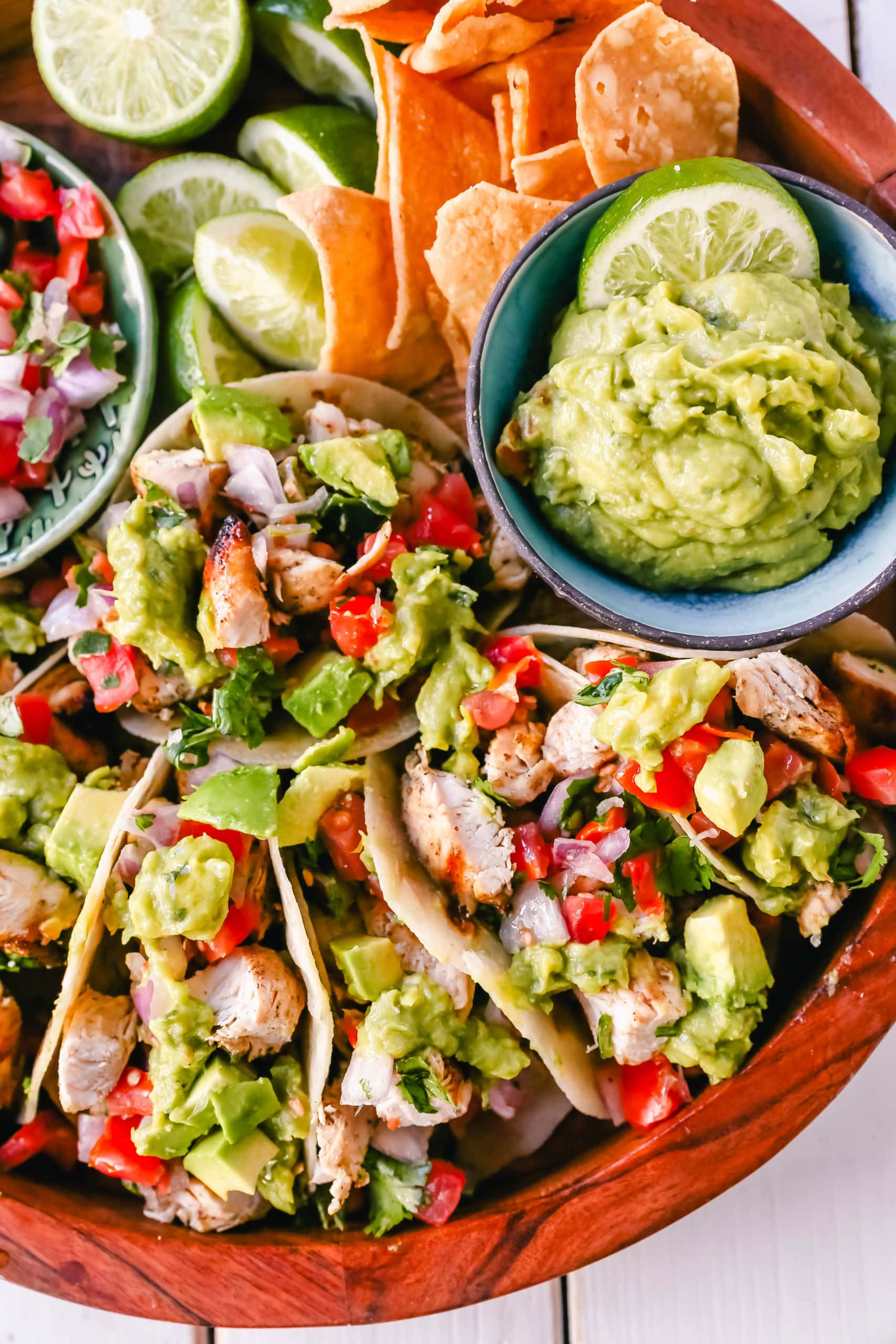 Grilled Chicken Tacos with Guacamole. Marinated grilled chicken with fresh lime and Mexican spices topped with pico de gallo and fresh guacamole. The best grilled chicken tacos! www.modernhoney.com #tacos #tacotuesday #chickentacos